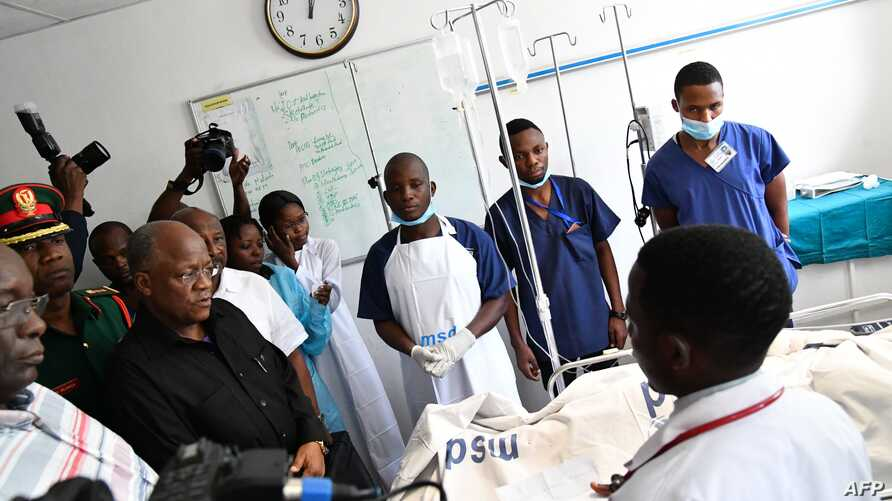 Tanzanian President John Pombe Magufuli talks to medical staff and victims of the Morogoro petrol tanker explosion, at the Muhimbili National Hospital in Dar es Salaam, on August 11, 2019. Tanzania was in mourning on August 11, 2019, preparing to…