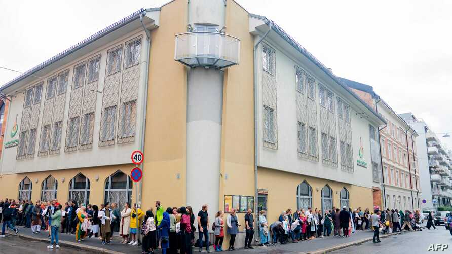 People showing their sympathy to muslims stand outside the mosque at the Islamic Cultural Centre in Oslo on Aug. 11, 2019, one day after a gunman armed with multiple weapons had opened fire in a mosque.