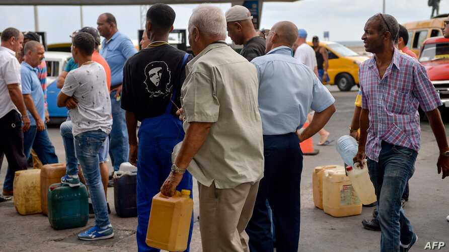 """Cubans queue to buy fuel at a gas station in Havana, on September 12, 2019.  President Miguel Diaz Canel blamed the United States on Wednesday for Cuba's fuel shortage. In his address, he said the """"low availability of diesel"""" will affect transport,…"""