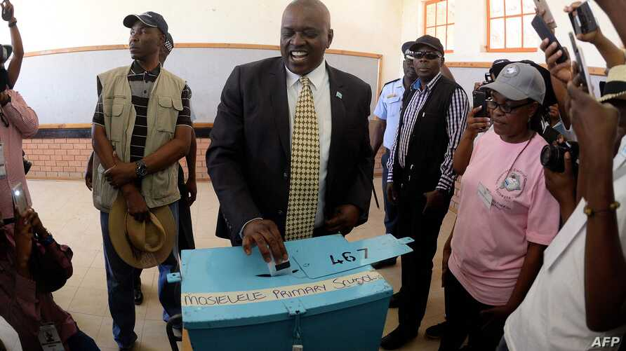 Mokgweetsi Masisi, the president of Botswana and the leader of the Botswana Democratic Party (BDP) casting his ballot at the…