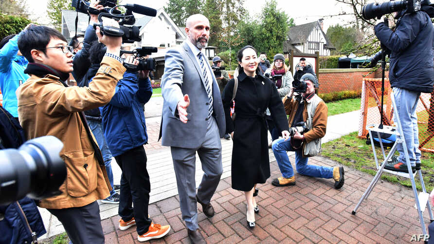 Huawei chief financial officer Meng Wanzhou leaves her Vancouver home with her security detail for an extradition hearing in…