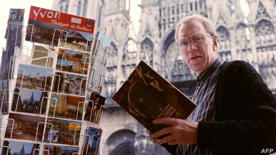 Swedish-born actor Max von Sydow poses for a picture in front of the cathedral of Rouen, western France on March 5, 1989. -…