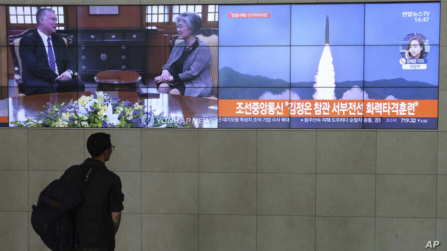 A man watches TV screens showing a photo of North Korea's weapon systems and South Korea's Foreign Minister Kang Kyung-wha meets with U.S. Special Representative for North Korea Stephen Biegun, top left, during news programs at the Yonhap News…