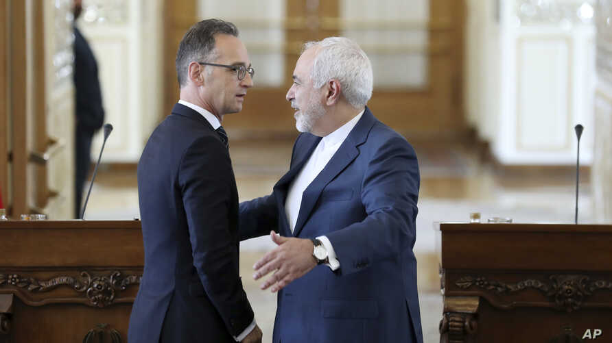 Iranian Foreign Minister Mohammad Javad Zarif, right, gestures to his German counterpart Heiko Maas at the end of their joint press conference in Tehran, Iran, June 10, 2019.
