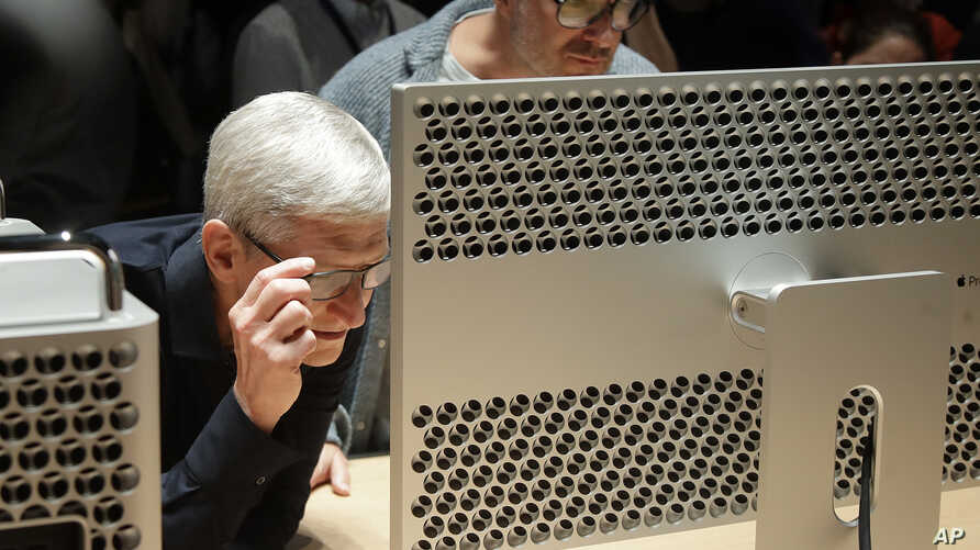 Apple CEO Tim Cook, left, and chief design officer Jonathan Ive look at a Mac Pro in the display room at the Apple Worldwide Developers Conference in San Jose, Calif., Monday, June 3, 2019. (AP Photo/Jeff Chiu)