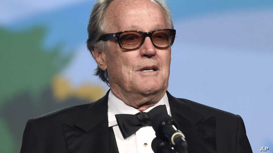 FILE - In this Jan. 2, 2018 file photo, Peter Fonda presents the Desert Palm achievement award at the 29th annual Palm Springs International Film Festival in Palm Springs, Calif. Fonda has apologized for a late-night Twitter rant that said 12-year…