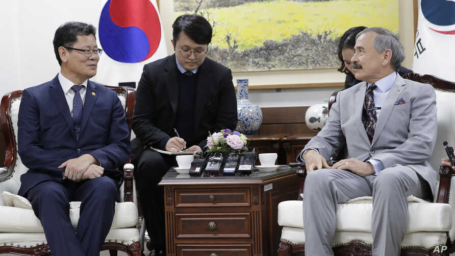 South Korean Unification Minister Kim Yeon Chul, left, meets with U.S. Ambassador to South Korea Harry Harris, right, during…