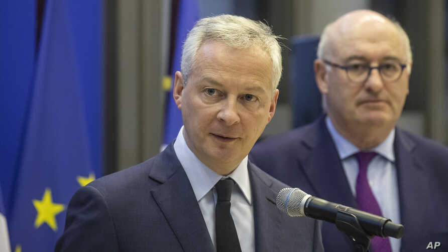 French Finance Minister Bruno Le Maire, left, and European Trade Commissioner Phil Hogan attend a media conference after their…