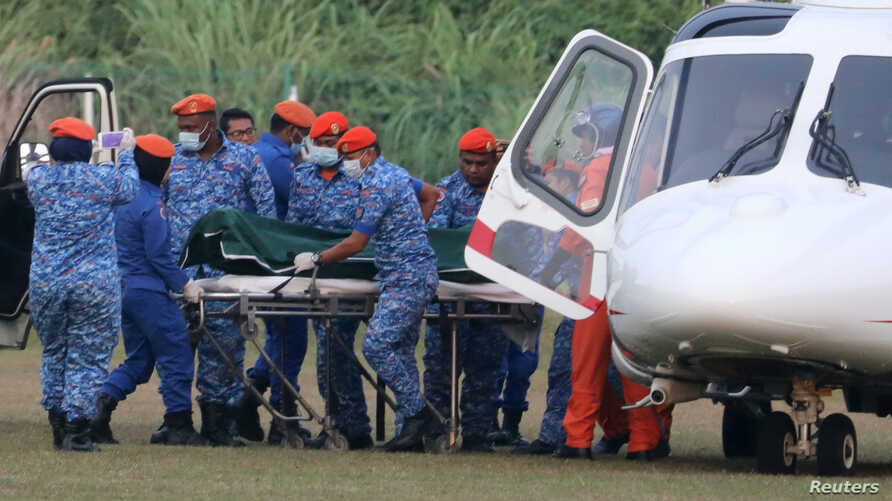 A body believed to be 15-year-old Irish girl Nora Anne Quoirin who went missing is brought out of a helicopter in Seremban, Malaysia, August 13, 2019. REUTERS/Lim Huey Teng