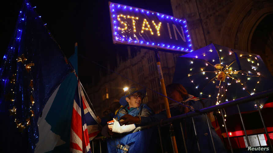 Anti-Brexit demonstrators stand outside the Houses of Parliament in London, Britain September 9, 2019. REUTERS/Hannah McKay
