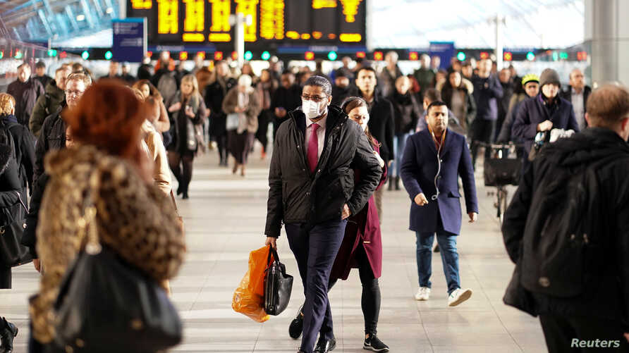A man is seen wearing a protective face mask at Waterloo station in London, Britain, March 6, 2020. REUTERS/Henry Nicholls