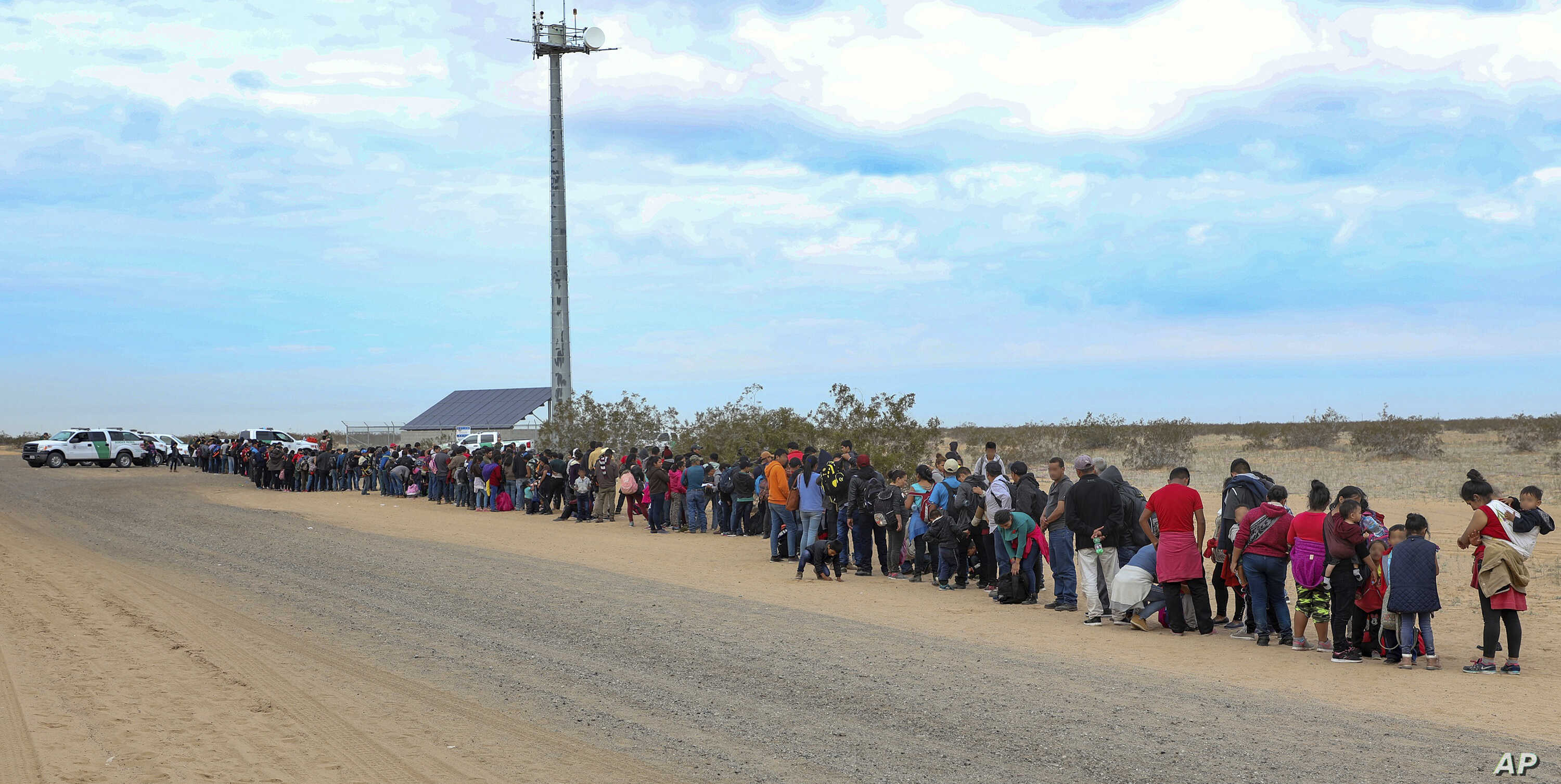 US-Mexico Border Arrests Fall in January, 2nd Straight Drop