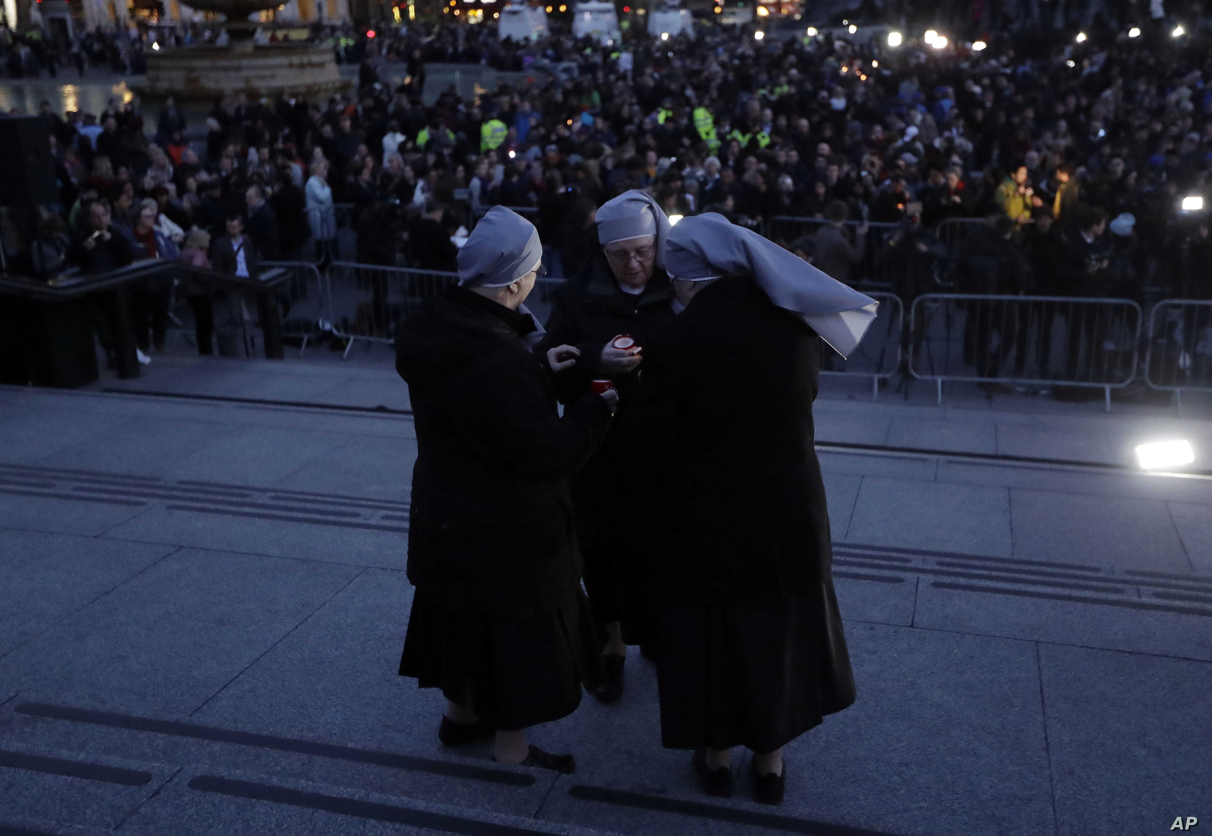 A group of nuns light candles at a vigil for the victims of Wednesday's attack, at Trafalgar Square in London, March 23, 2017. Mayor Sadiq Khan called for Londoners to attend the vigil in solidarity with the victims and their families and to show tha...