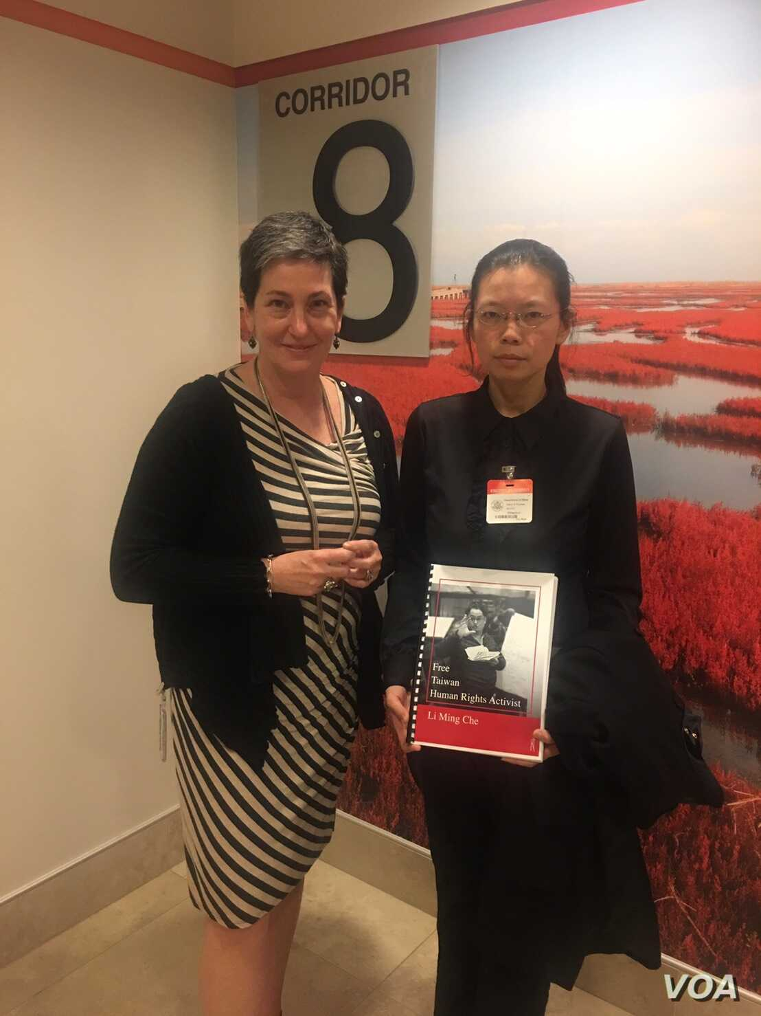 Virginia Bennett, the U.S. State Department's acting assistant secretary for democracy, human rights and labor affairs, greeted Ching-yu Lee at the dDepartment, May 17, 2017. (whereislee.org)