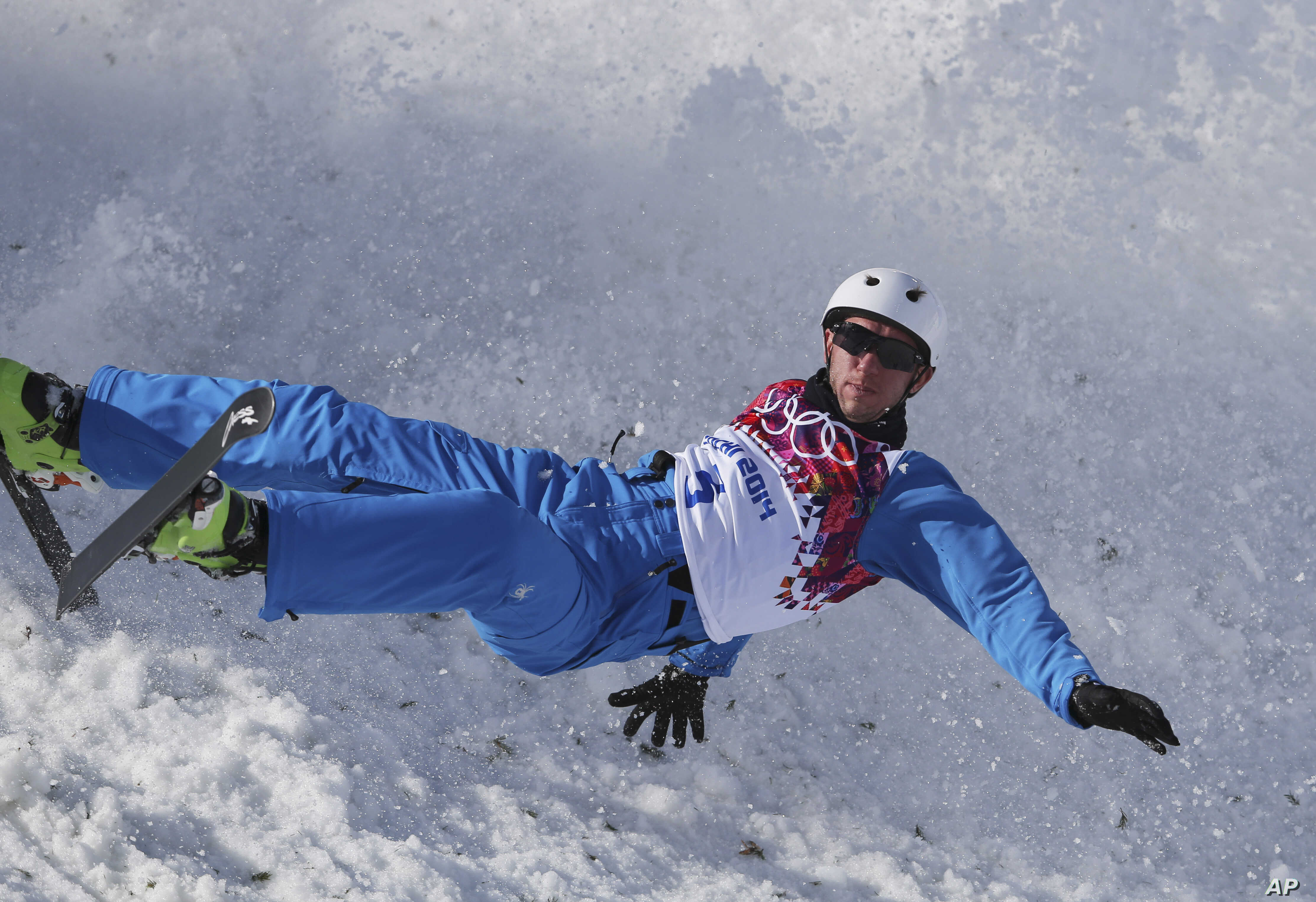 Anton Kushnir of Belarus crashes during men's freestyle skiing aerials  training at the Rosa Khutor Extreme Park, at the 2014 Winter Olympics, Wednesday, Feb. 12, 2014, in Krasnaya Polyana, Russia. (AP Photo/Sergei Grits)
