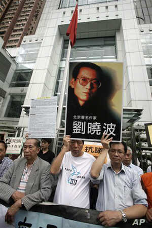 Pro-democracy lawmakers and activities hold the picture of Liu Xiaobo protest outside the China's liaison office in Hong Kong (file photo – 25 June 2009)