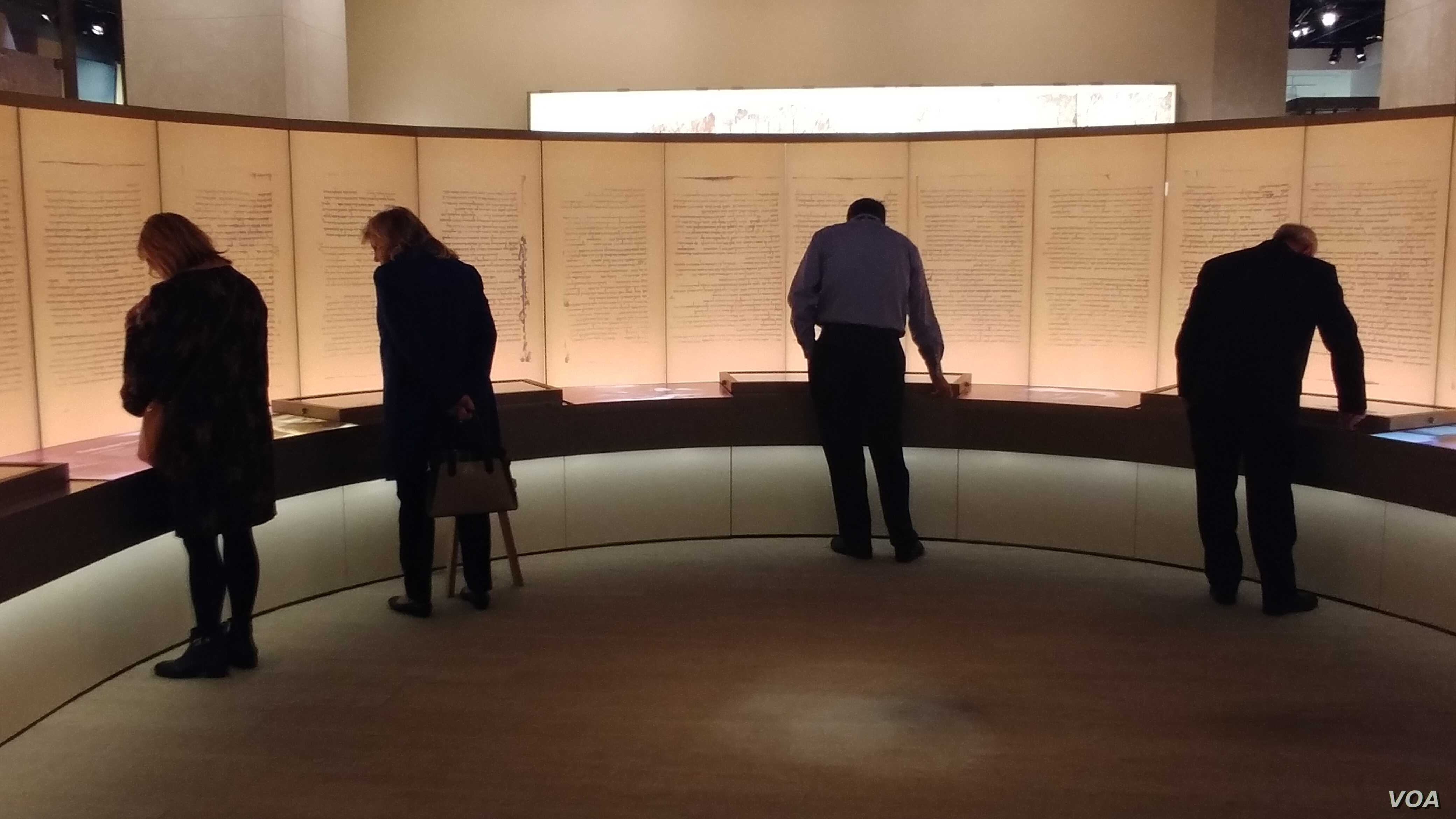 The museum contains rare biblical texts and ancient artifacts. In also has replicas of texts such as the Dead Sea scrolls.