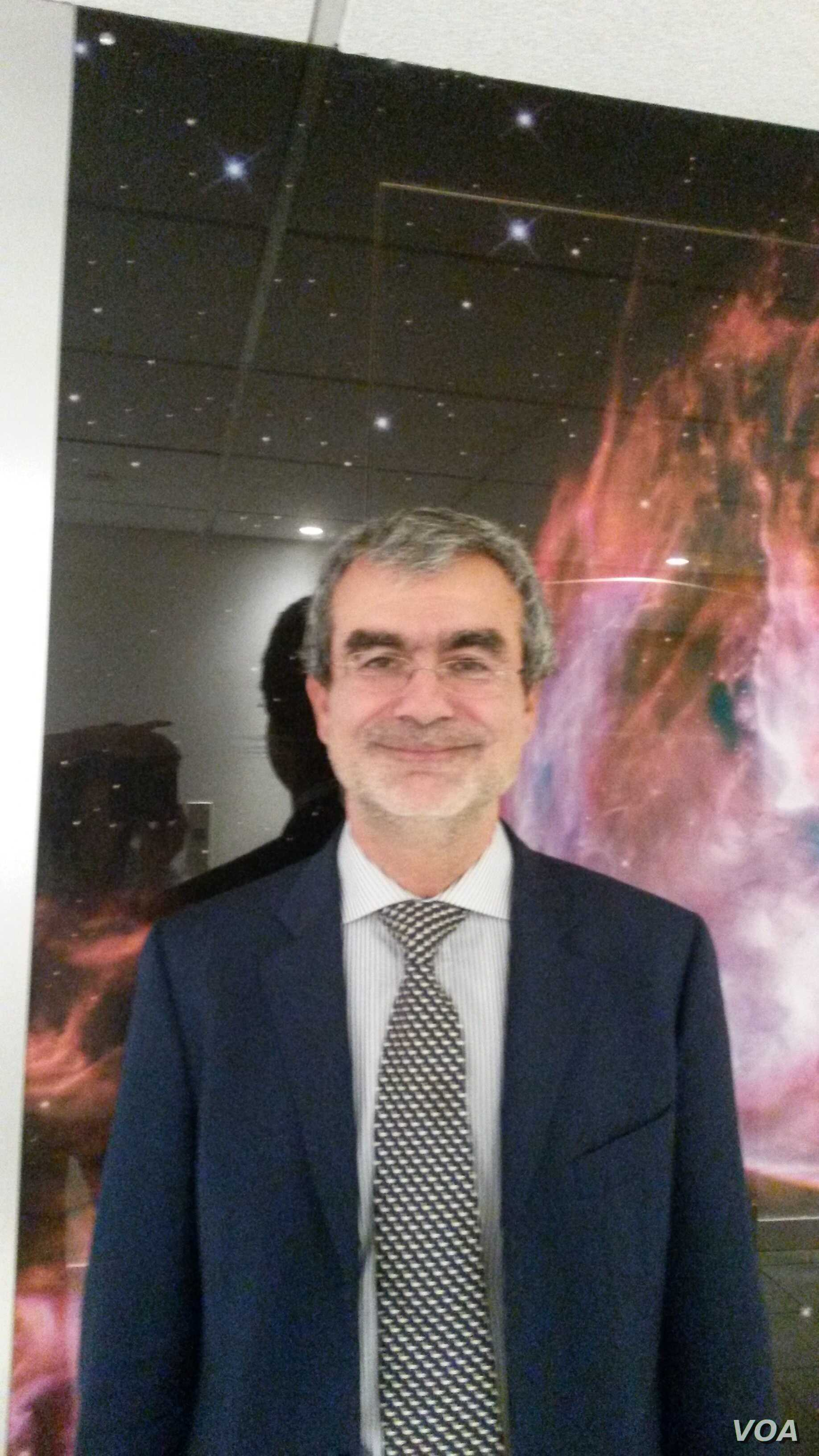 """If there is life on Mars, says Fabio Favata, coordinator of the European Space Agency's science and robotics exploration program, """"it would most likely be underground."""" (L. Bryant/VOA)"""