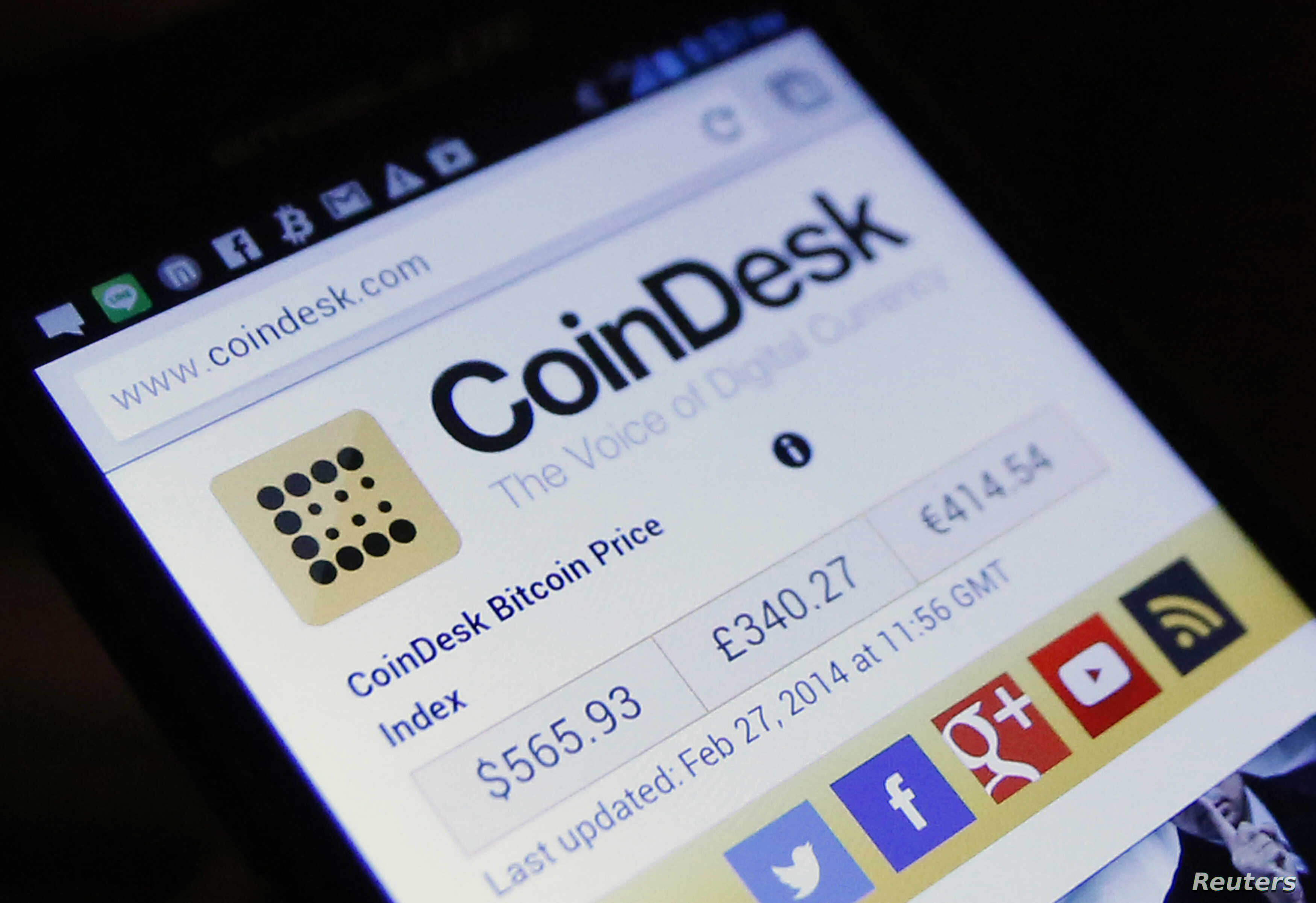 A smartphone display shows the average bitcoin exchange rates against the U.S. dollar, British sterling pound, and the euro during a media opportunity at the Tokyo Bitcoin weekly meeting at a restaurant in Tokyo February 27, 2014. Any regulation of t...