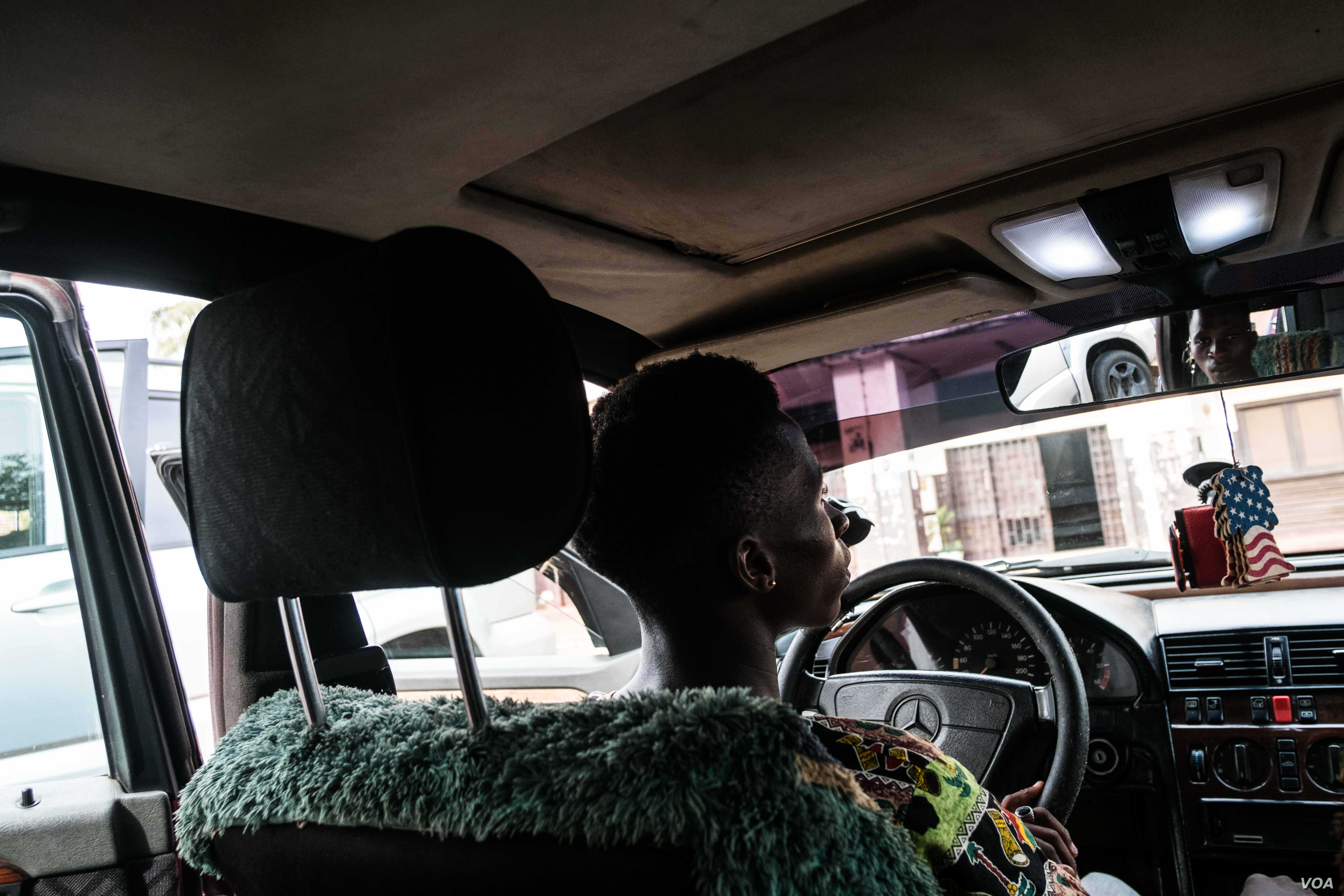 Taxi driver Eduardo poses for a portrait in his taxi. He asked to have his identity hidden, but said the government impasse has dealt a blow to his income, Dec. 14, 2017.. (R. Shyrock)