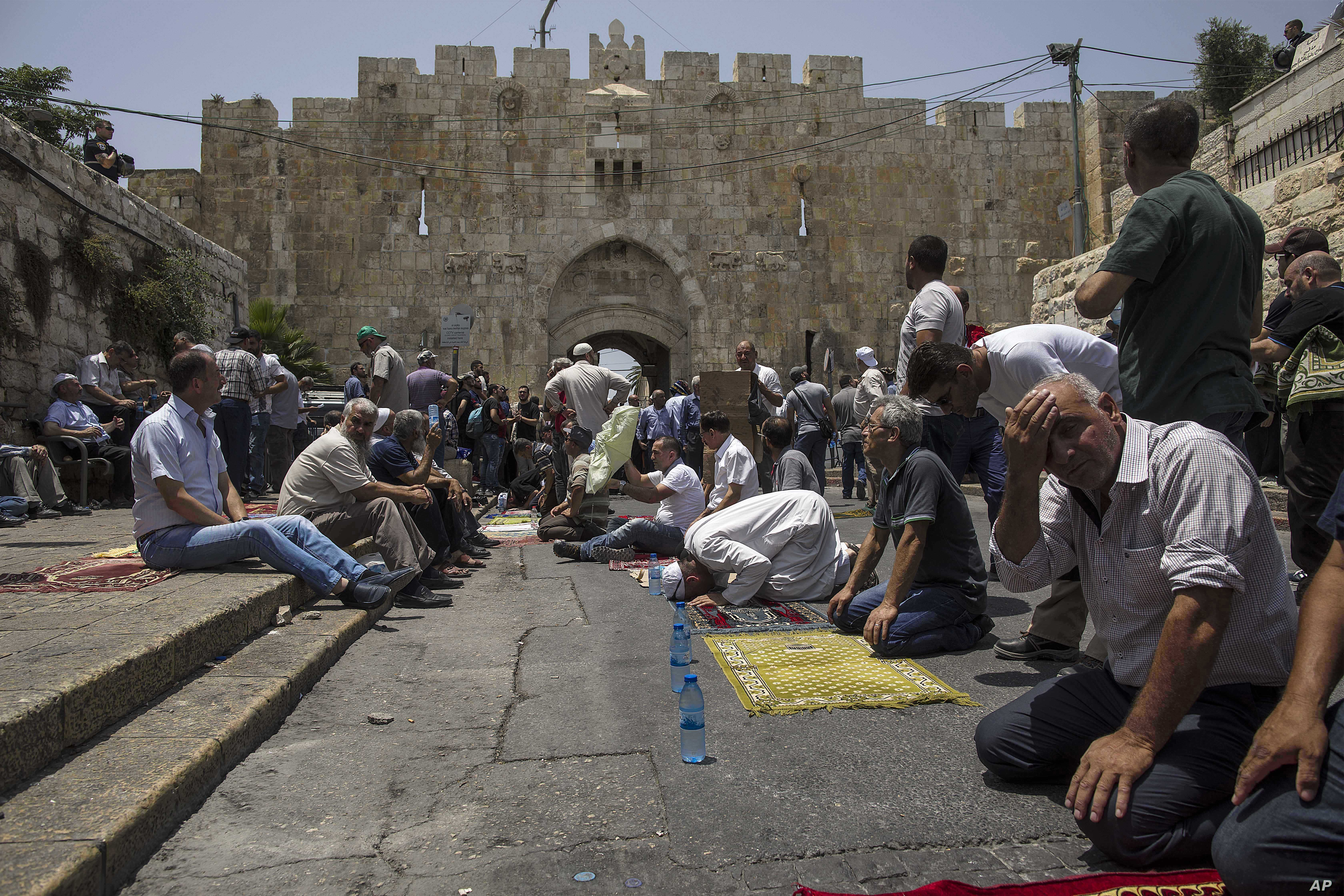 Jew Detector: Israel: 3 Dead In Stabbing Attack By Palestinian