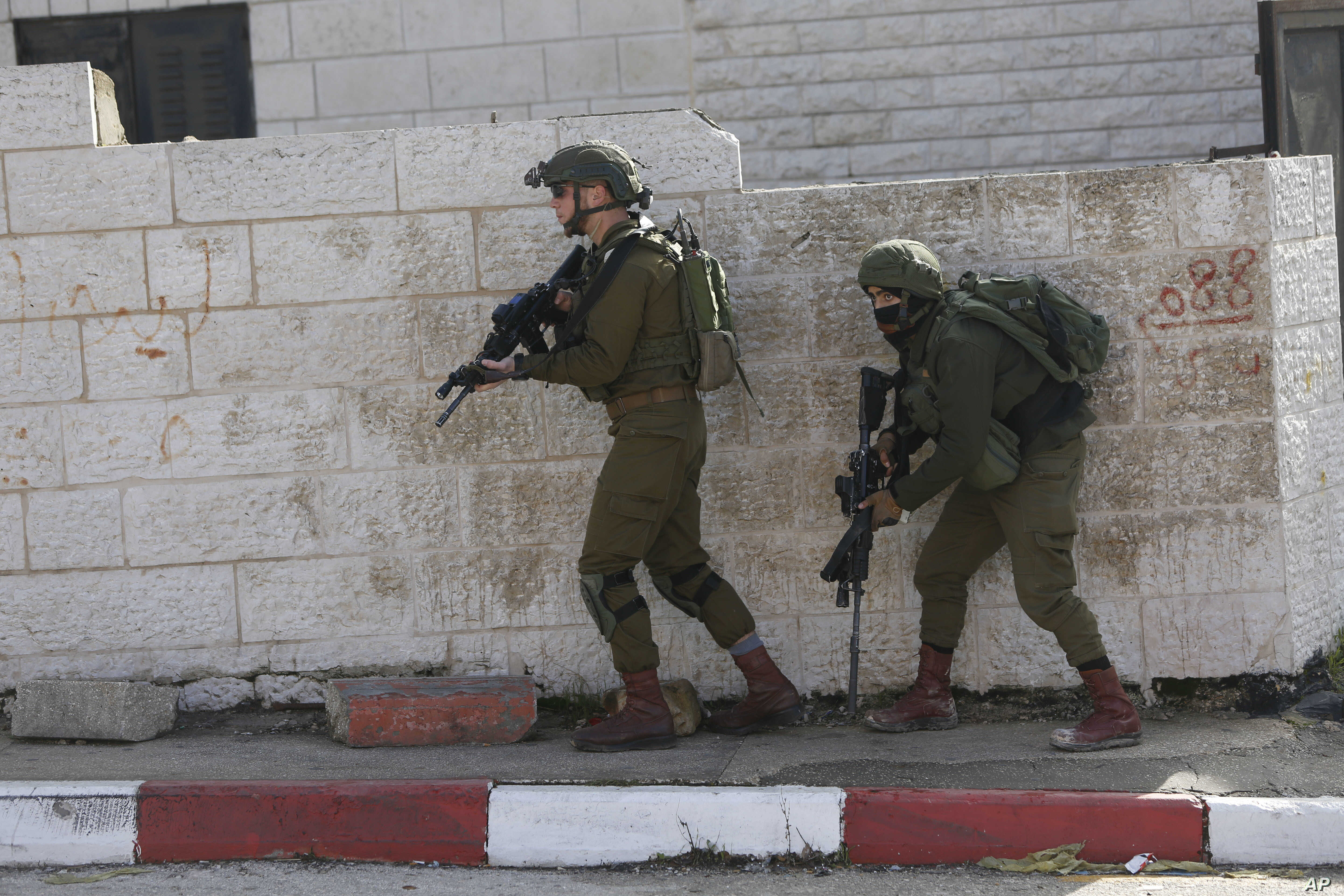 Israeli soldiers conduct a search for suspects of a shooting attack on Dec. 9, 2018 in the West Bank City of Ramallah, Dec. 10, 2018.