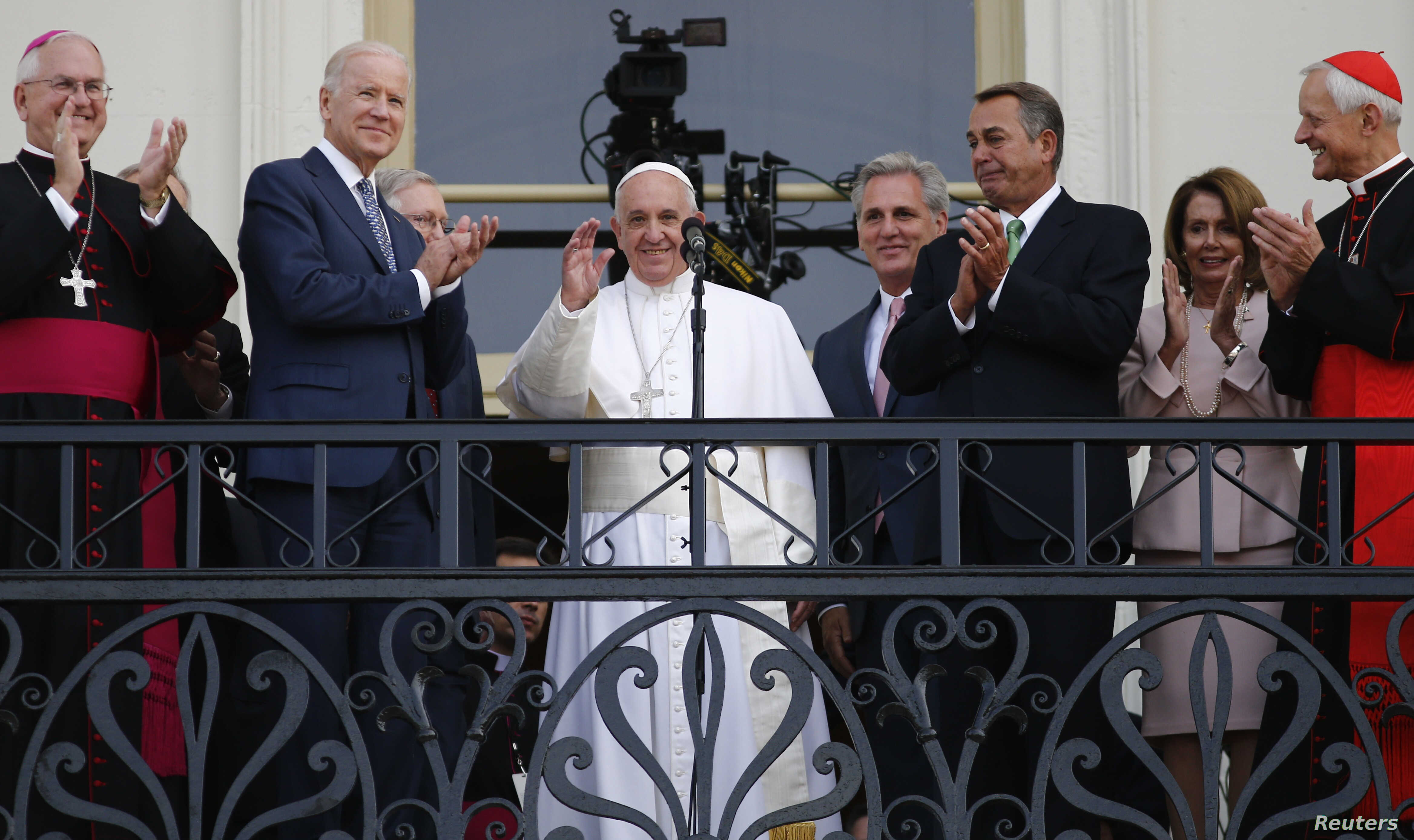 Pope Francis waves from the Speaker's Balcony after concluding his addresses before a joint meeting of the U.S. Congress, Sept. 24, 2015.