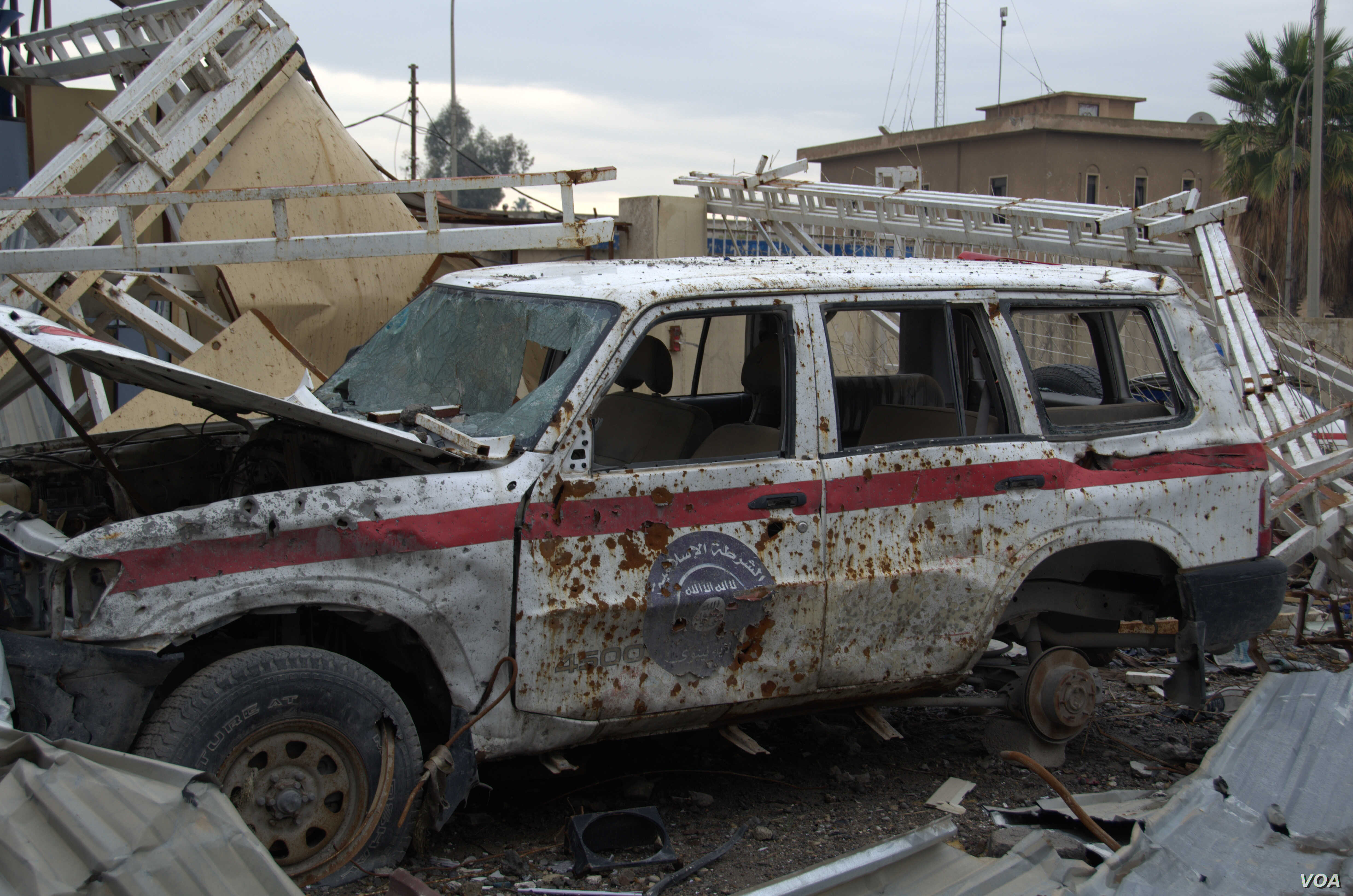 IS militants leave a wave of destruction as they are beaten back by Iraqi and coalition forces, including this IS police car, stolen from Iraqi police and relabeled as Islamic State, in Mosul, Iraq, March 23, 2017. (H.Murdock/VOA)