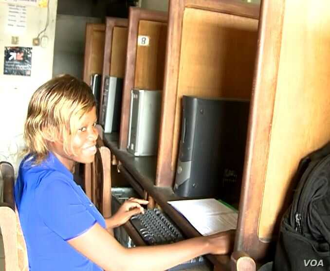 A woman gets online in Buea, Cameroon, after the three-month internet blackout was lifted. (Moki Edwin Kindzeka/VOA)