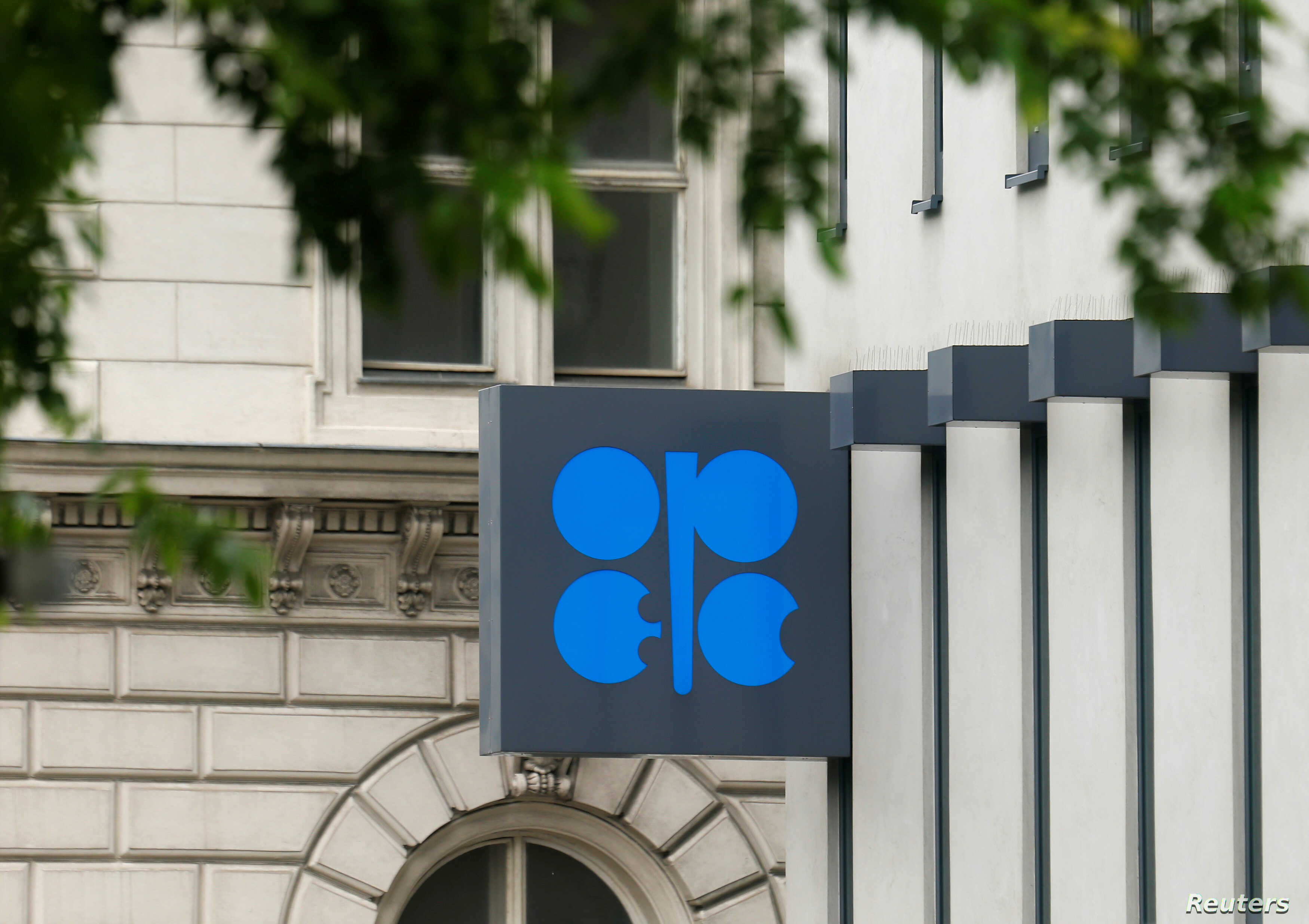 OPEC Agrees Oil Cut Extension to End of 2018   Voice of America