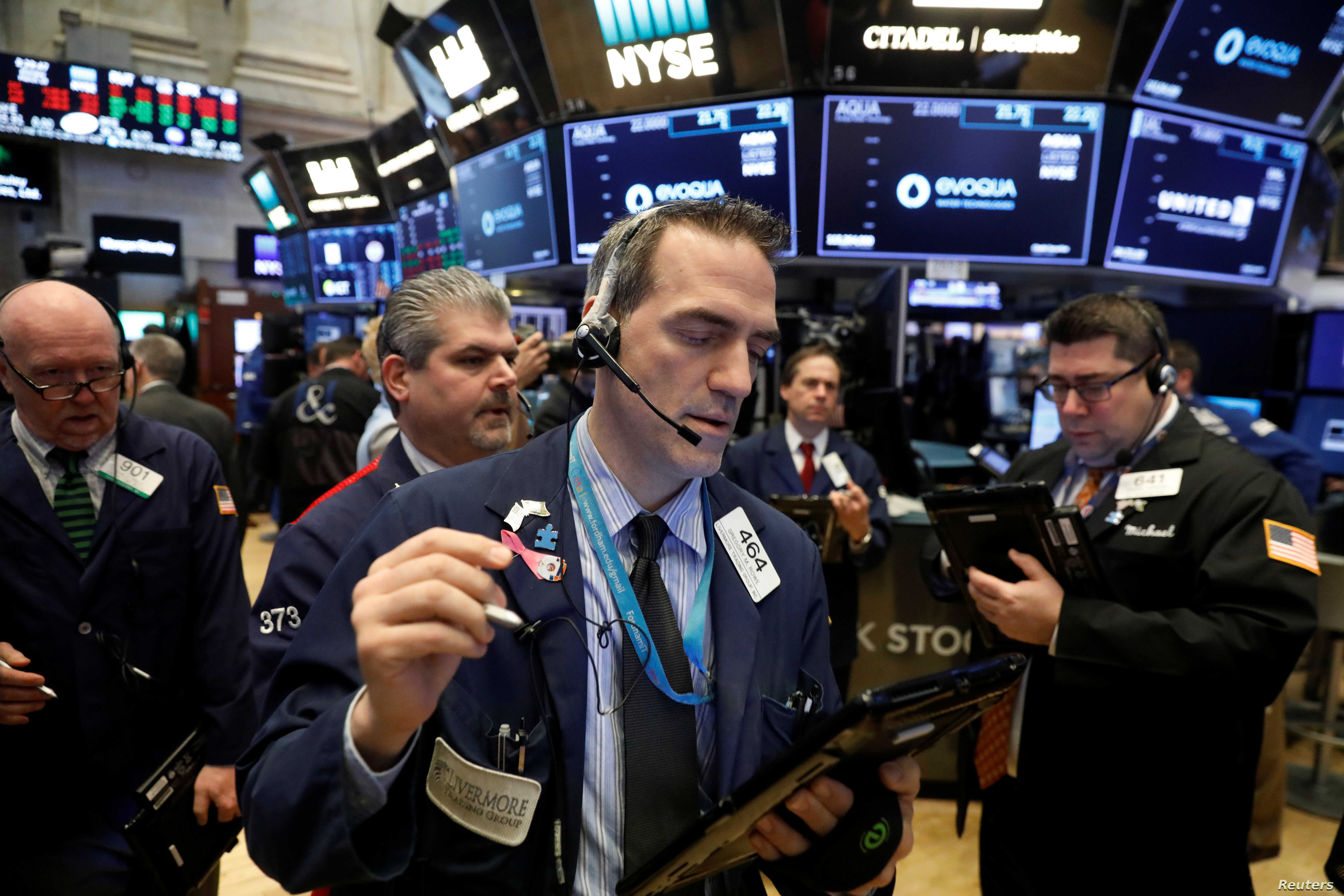 Global Stocks Fall as Concerns Rise Over Trade, Brexit