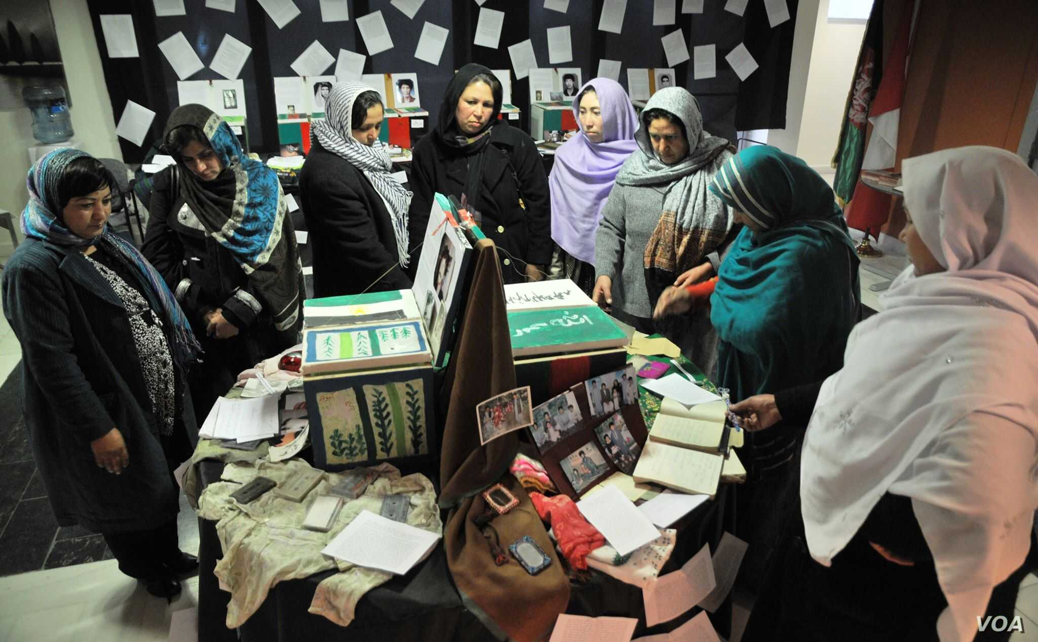 A group of women looking at the war victims mementos boxes during a workshop in Kabul Afghanistan. (Photo: Afghanistan Human Rights and Democracy Organization)