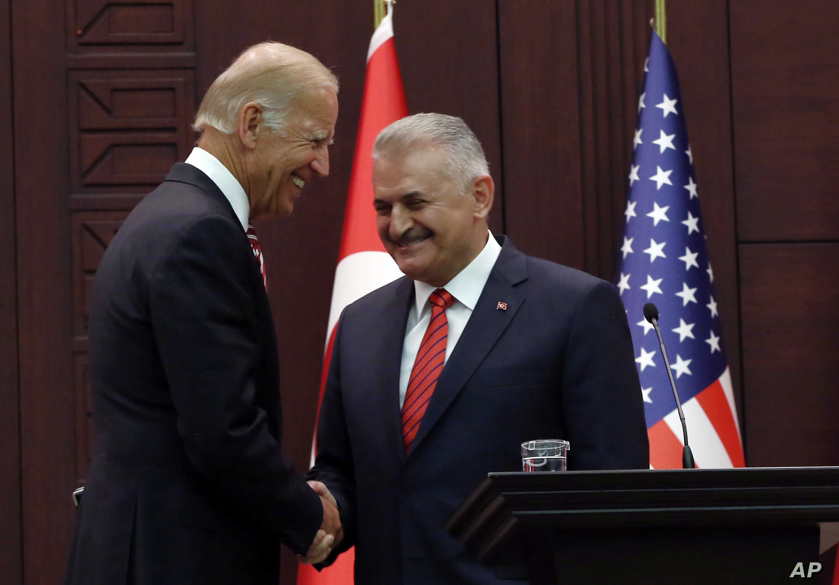 U. S. Vice President Joe Biden, left, and Turkish Prime Minister Binali Yildirim shake hands after a joint news conference in Ankara, Turkey, Aug. 24, 2016.