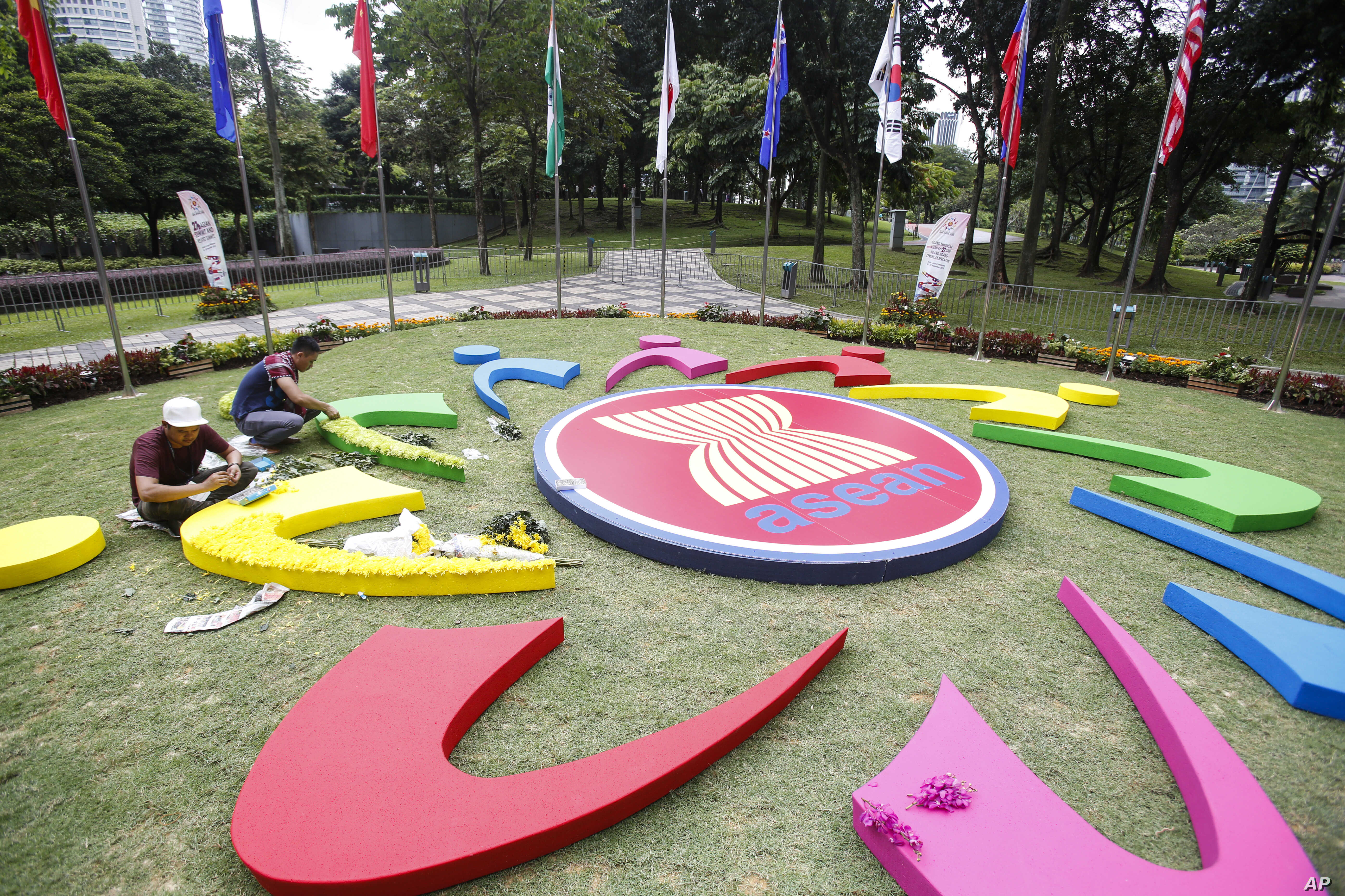 Workers add final touches to the ASEAN logo at the 27th Association of Southeast Asian Nations (ASEAN) summit in Kuala Lumpur, Malaysia, Nov. 19, 2015.