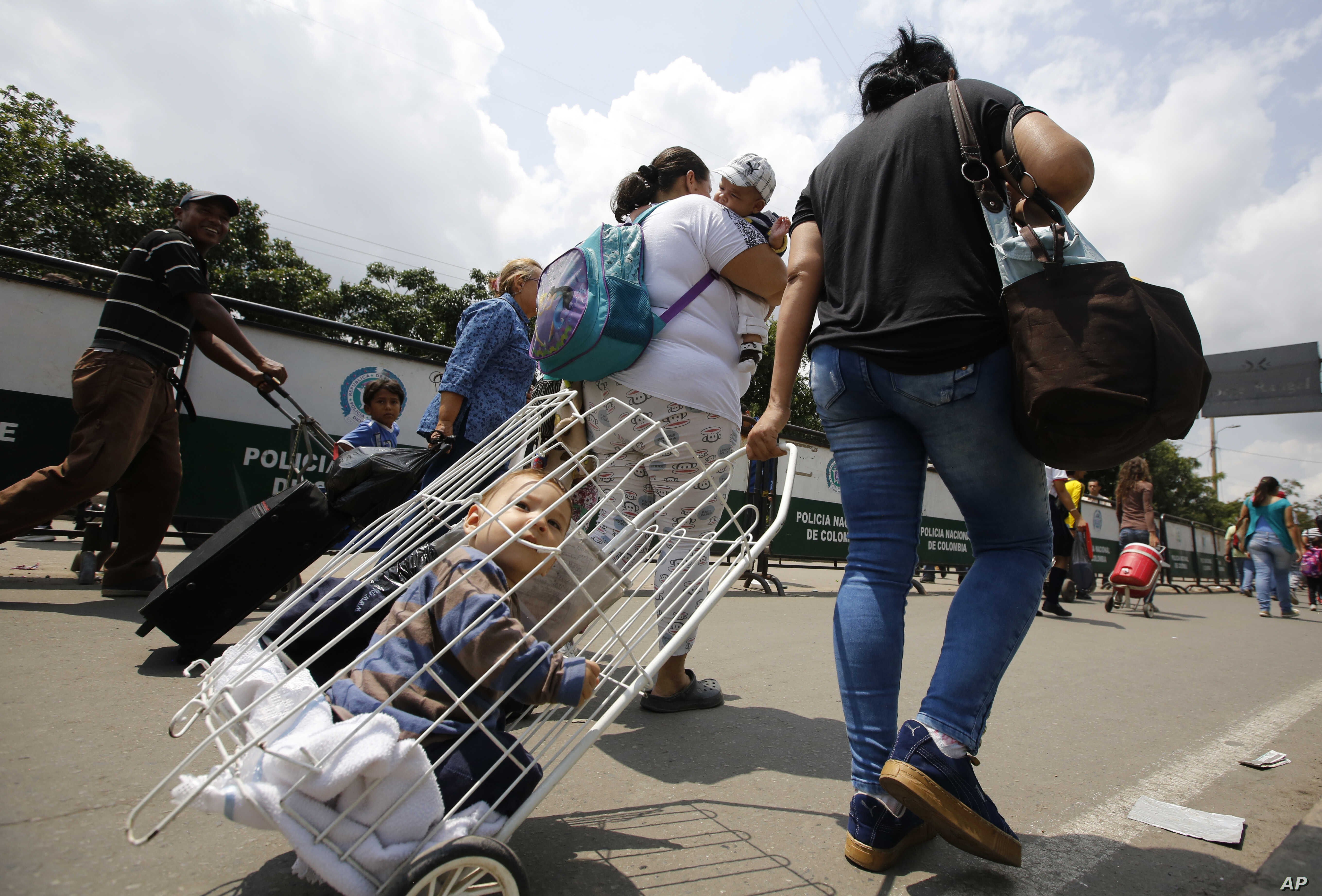 Venezuelan citizens arrive at the La Parada neighborhood of Cucuta, Colombia, on the border with Venezuela, Feb. 23, 2018.