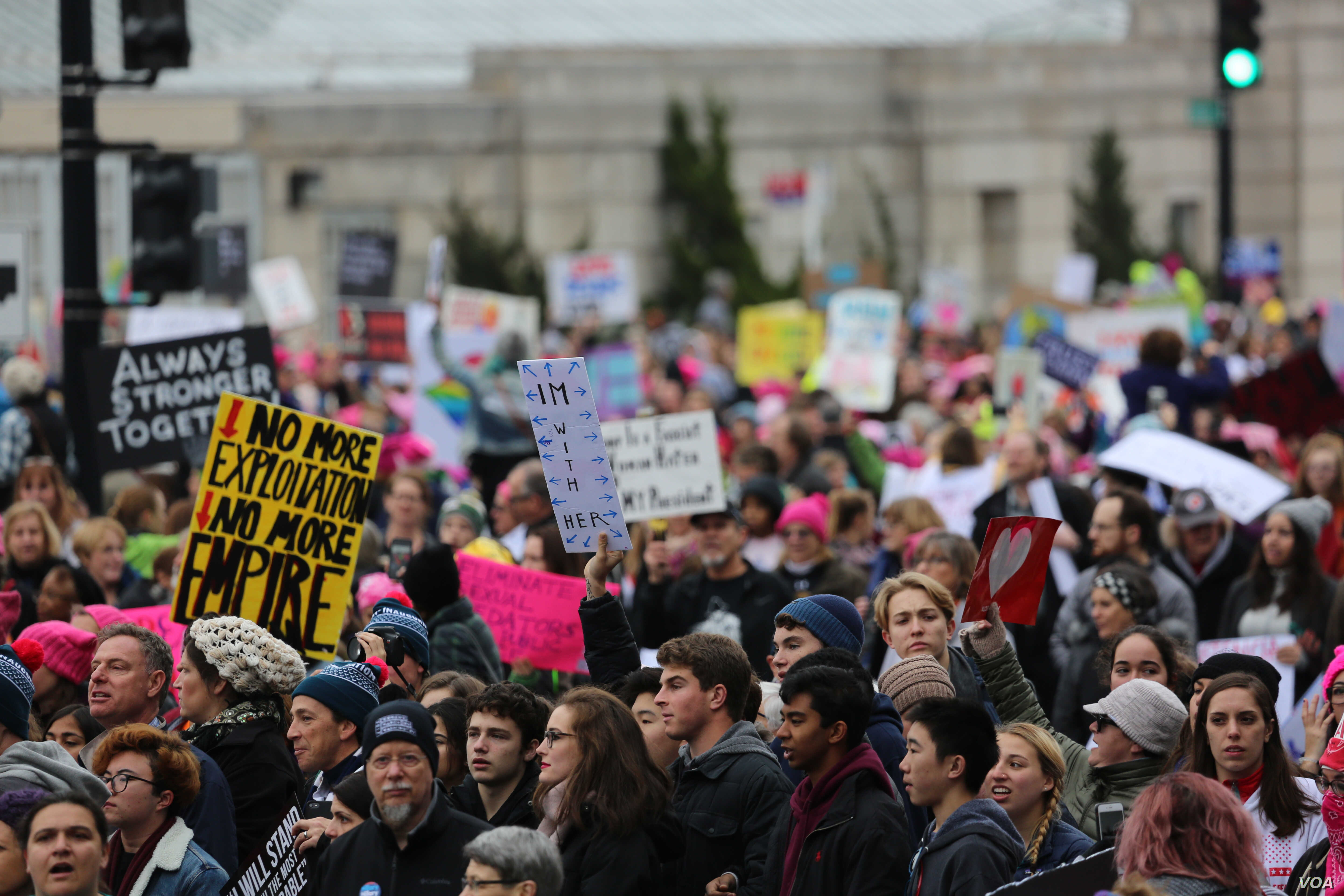 Protesters stream down Independence Avenue in Washington, D.C. for the Women's March on Washington. January 21, 2017 (B. Allen / VOA)