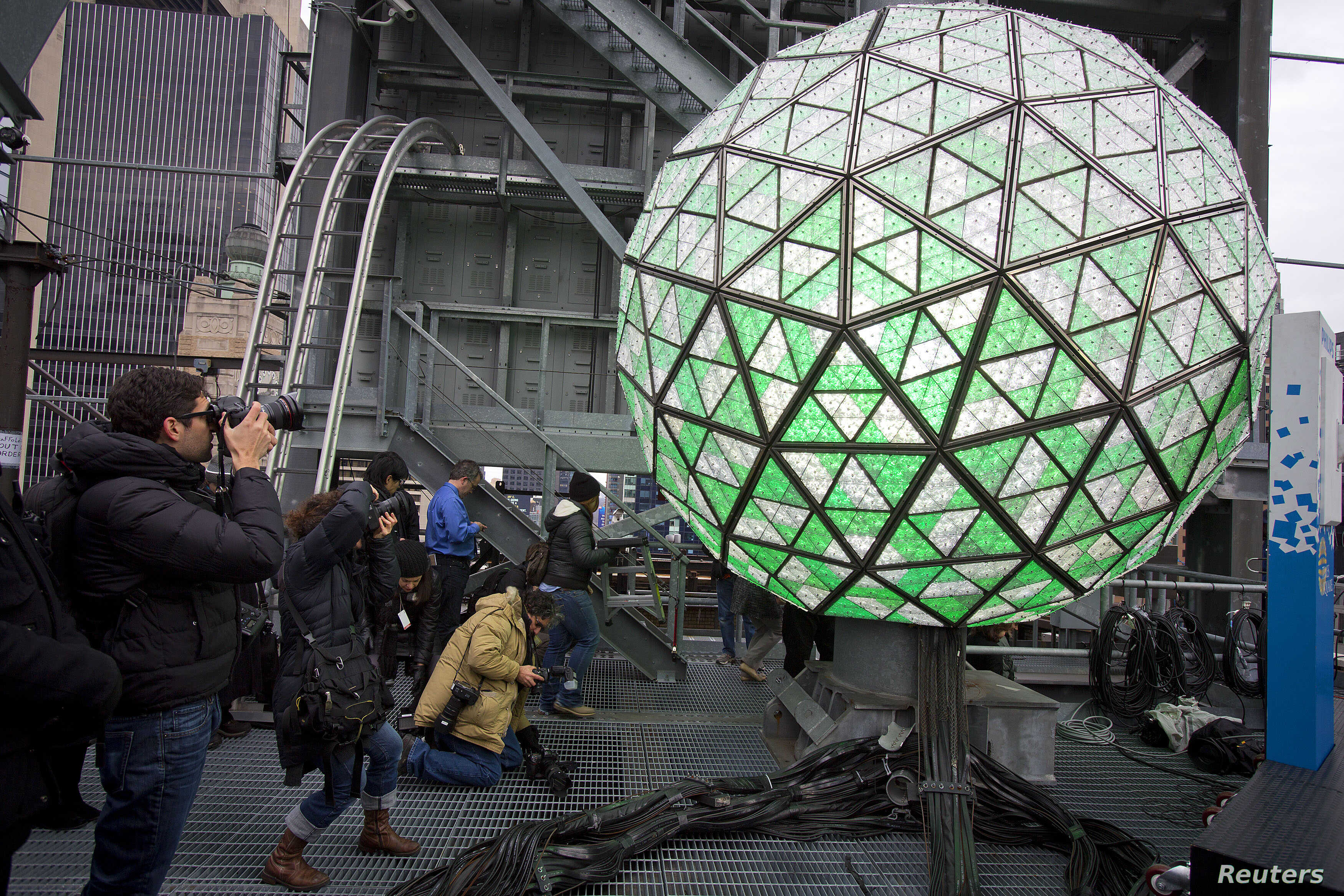 Photographers take photos of the ball that will drop at midnight, ahead of New Year's Eve celebrations in Times Square in New York, December 30, 2013. REUTERS/Carlo Allegri (UNITED STATES - Tags: SOCIETY) - RTX16XJL