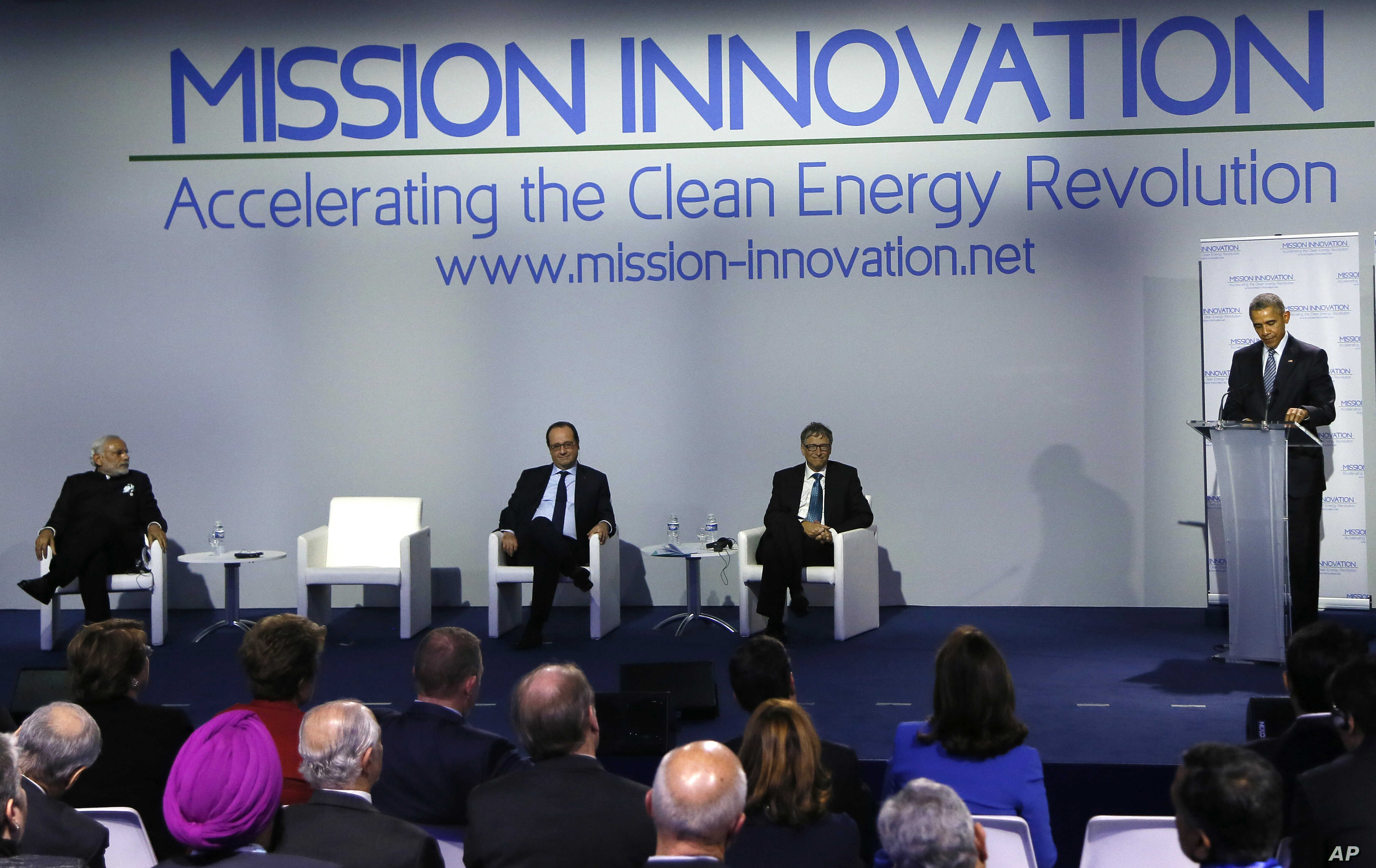 Indian Prime Minister Narendra Modi (L) French President Francis Hollande (2-L) and Microsoft founder Bill Gates listen to U.S President Barack Obama ahead of the 'Mission Innovation: Accelerating the Clean Energy Revolution' meeting at the U.N. Clim...
