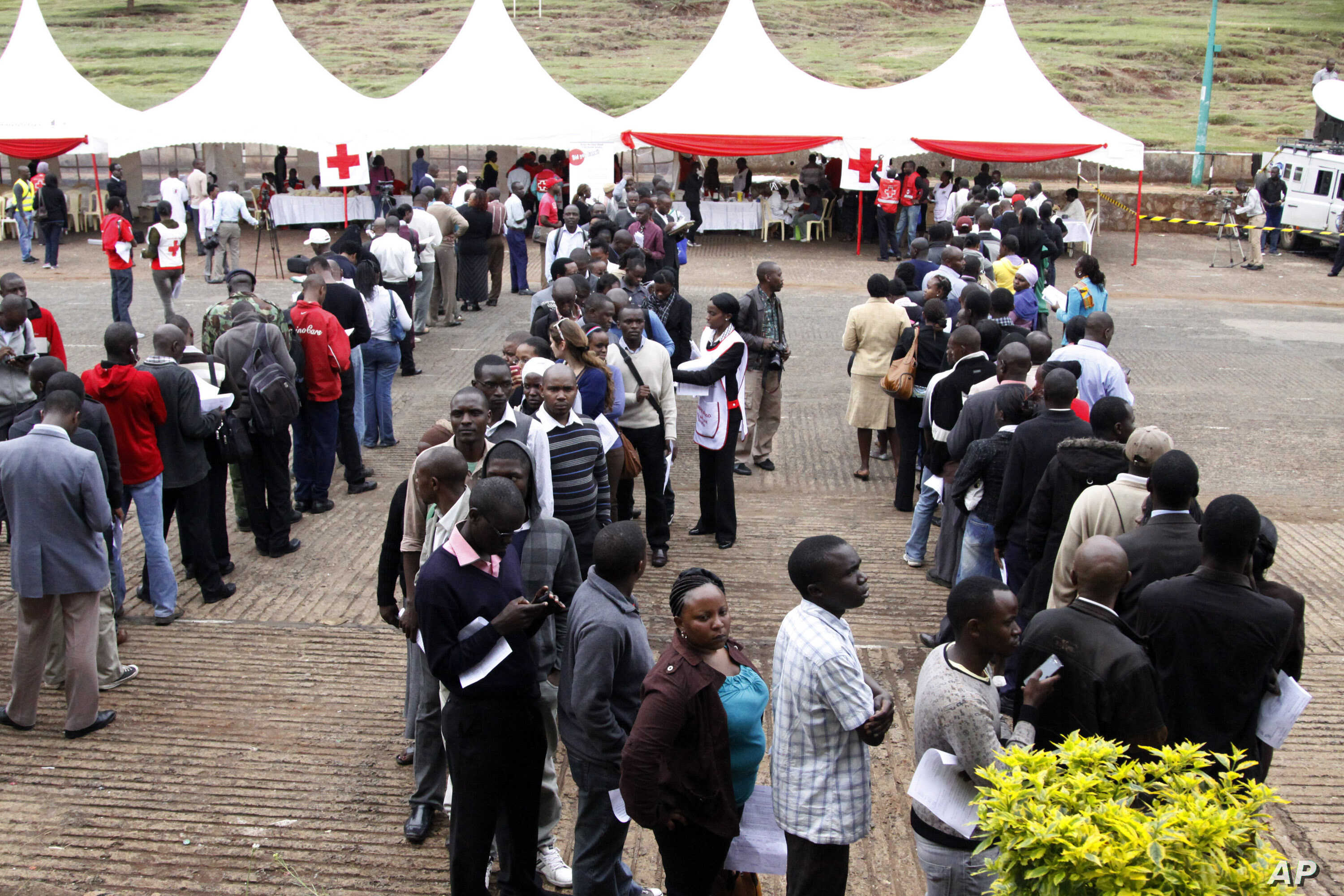 Kenyans line up to donate blood for those injured in Saturday's terrorist attack on a shopping mall, at Uhuru Park in Nairobi, Kenya, Monday, Sept. 23, 2013.