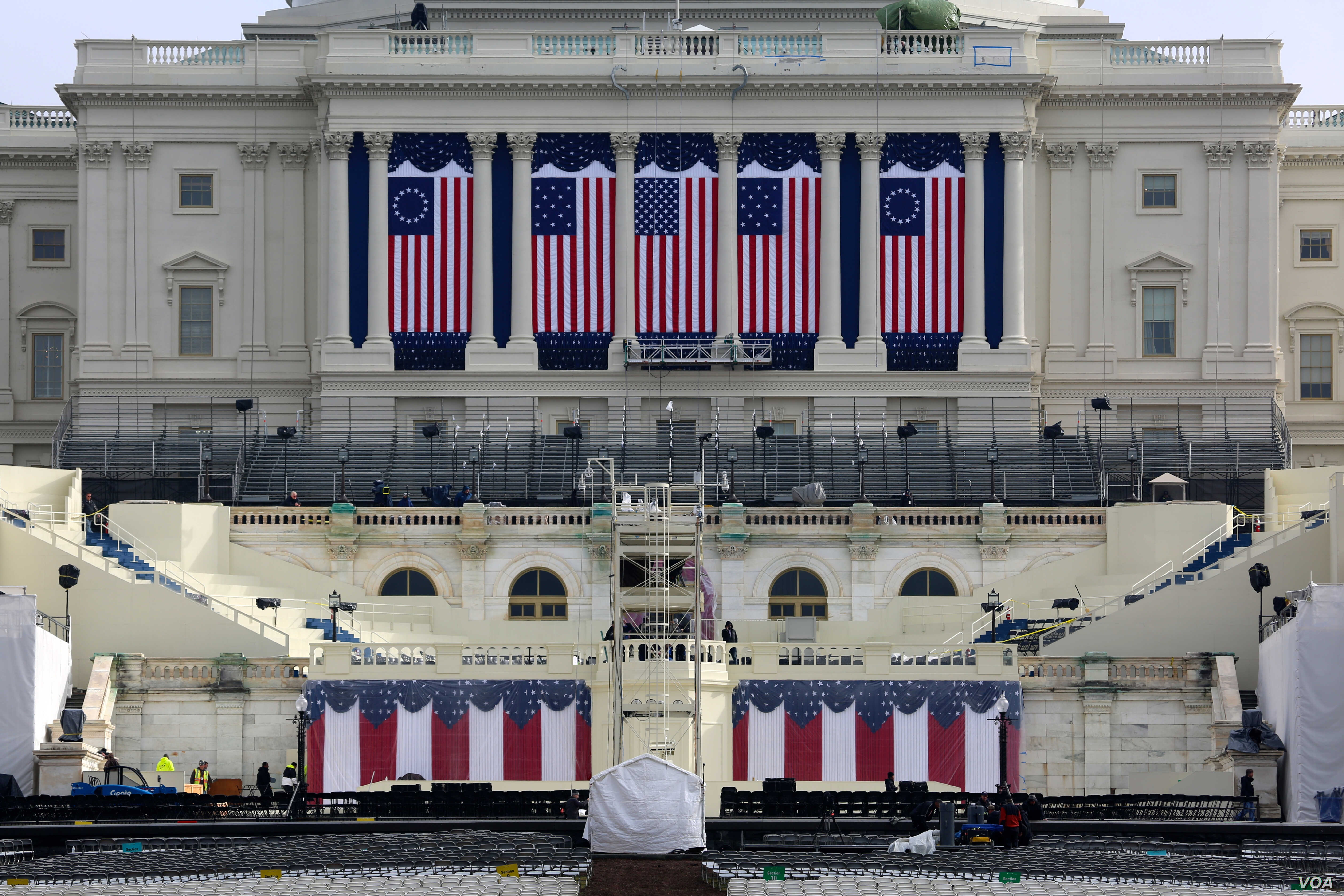 Preparations at the U.S. Capitol for the inauguration of Donald Trump as the 45th president of the United States in Washington, D.C., Jan 17, 2017. (Photo: B. Allen / VOA)