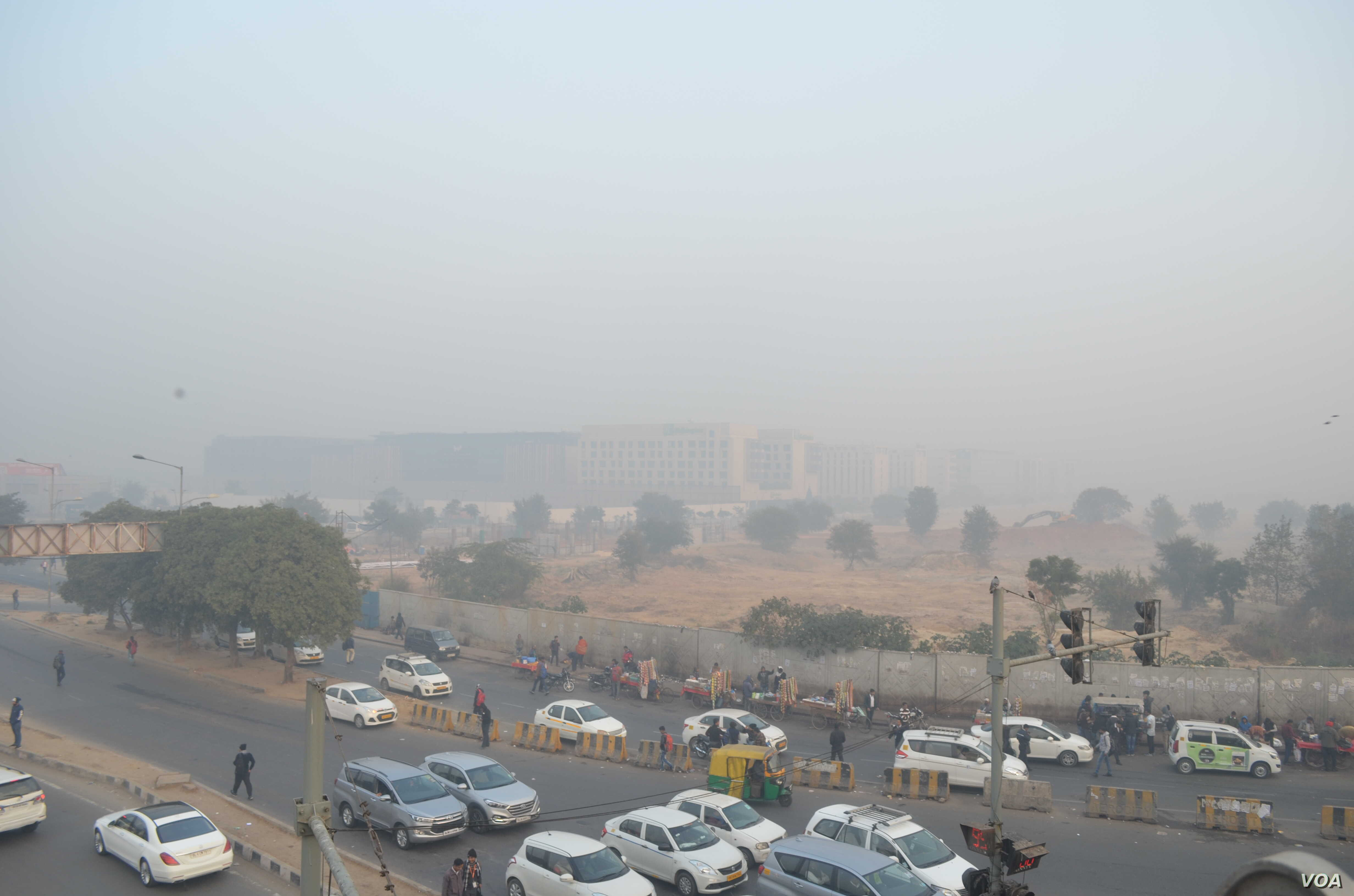 Delhi's Toxic Air Prompts Many to Quit City | Voice of