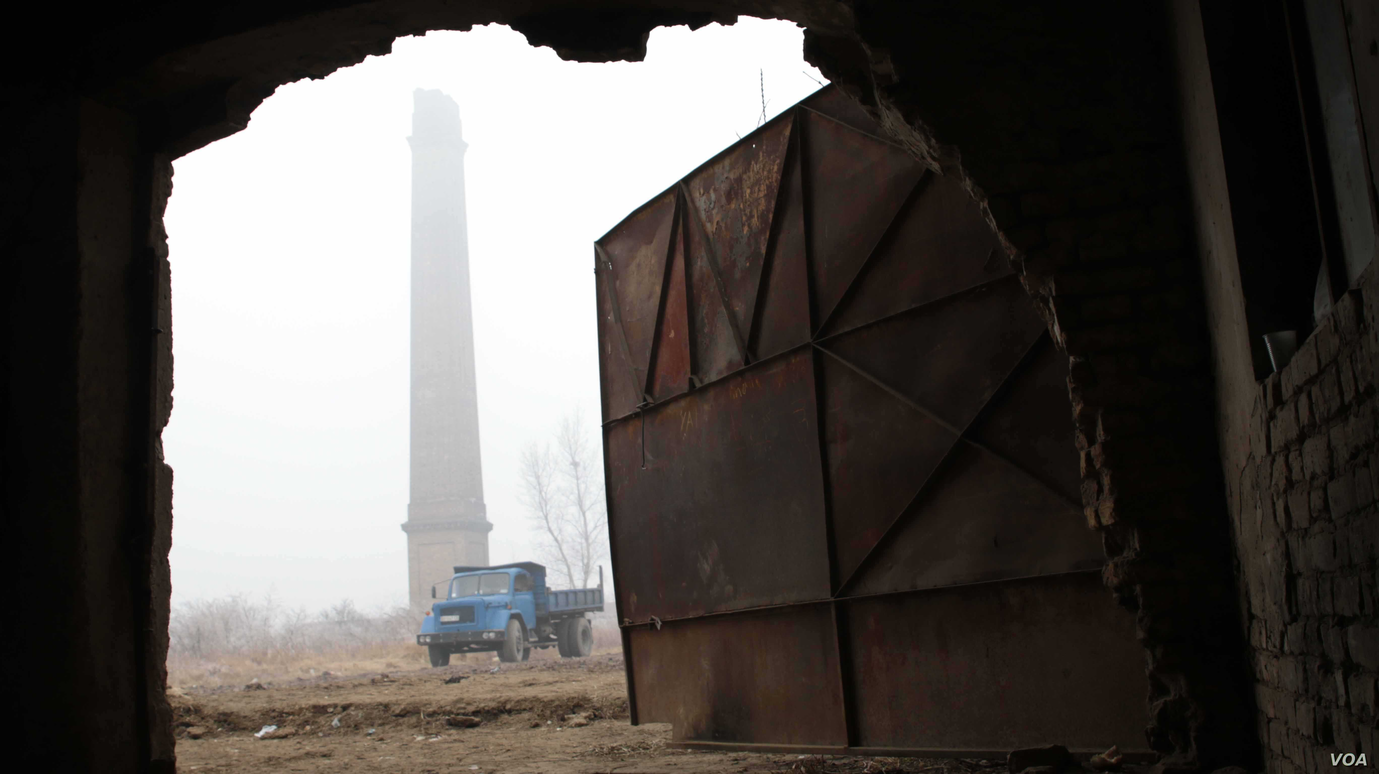 The brick factory is located next to the Serbian town of Subotica.(J. Owens for VOA)