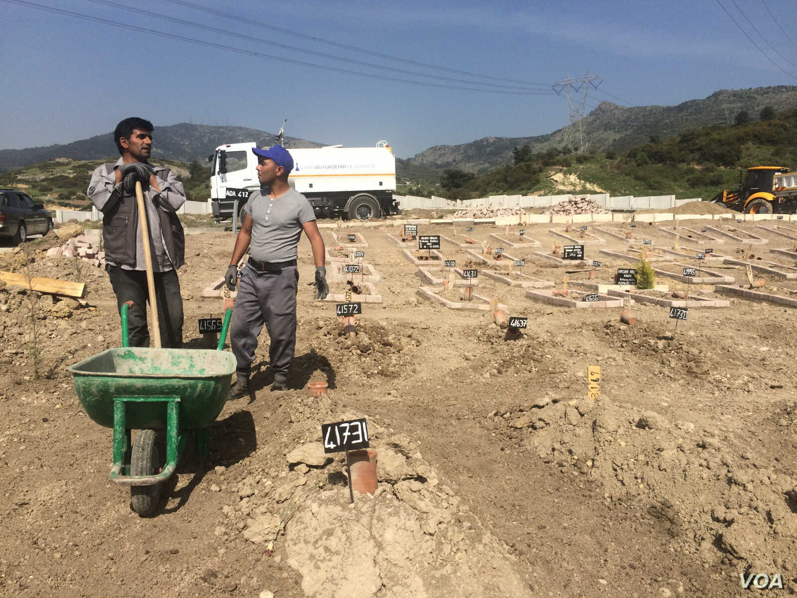 A graveyard in Turkey, where workers bury the mostly unidentified bodies of people who drowned in the sea while attempting to cross into Europe, including children, April 2016. (H. Murdock/VOA) April, 2016.