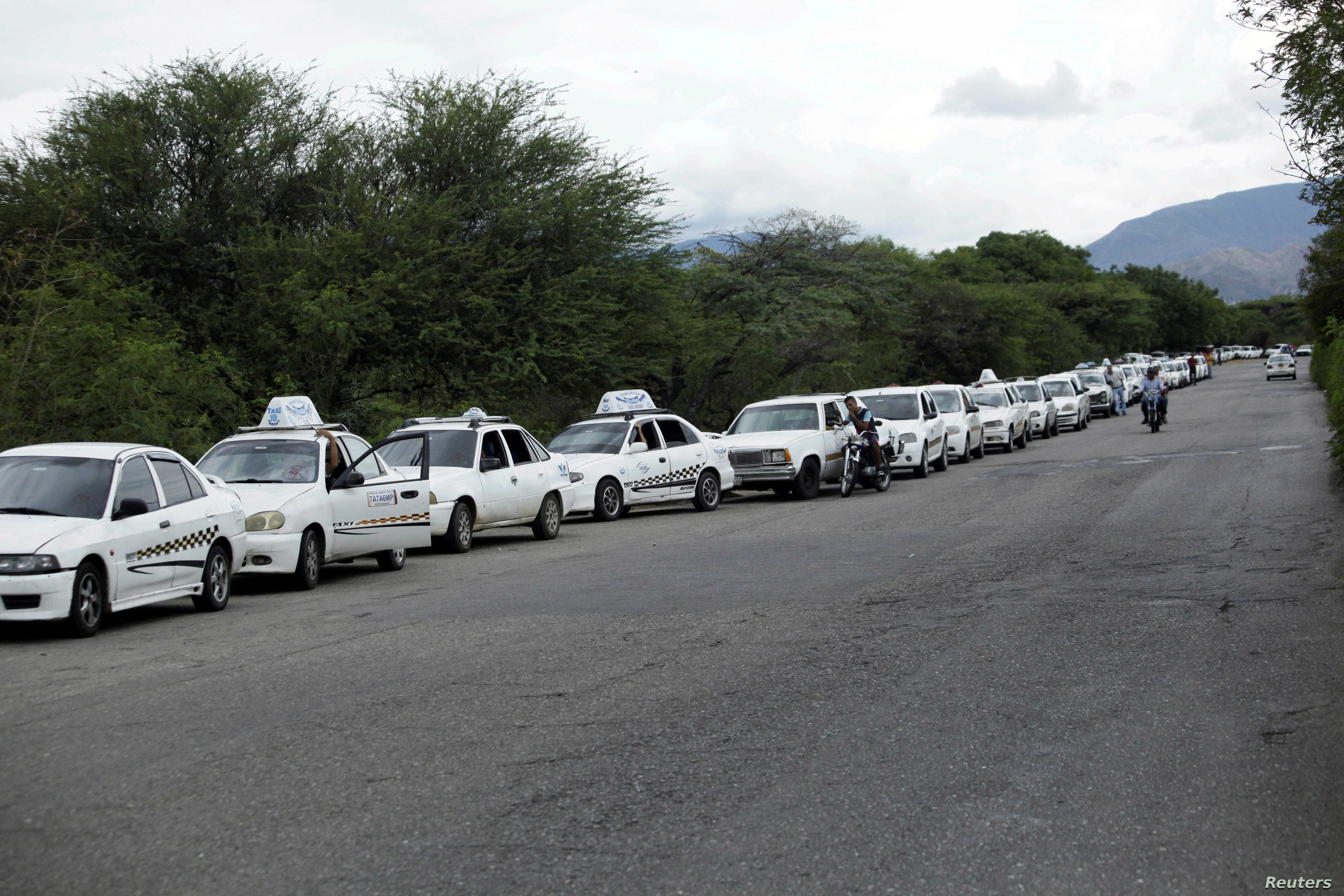 Motorists line up outside a gas station of the Venezuelan state-owned oil company PDVSA in San Antonio, Venezuela, Sept. 4, 2018.