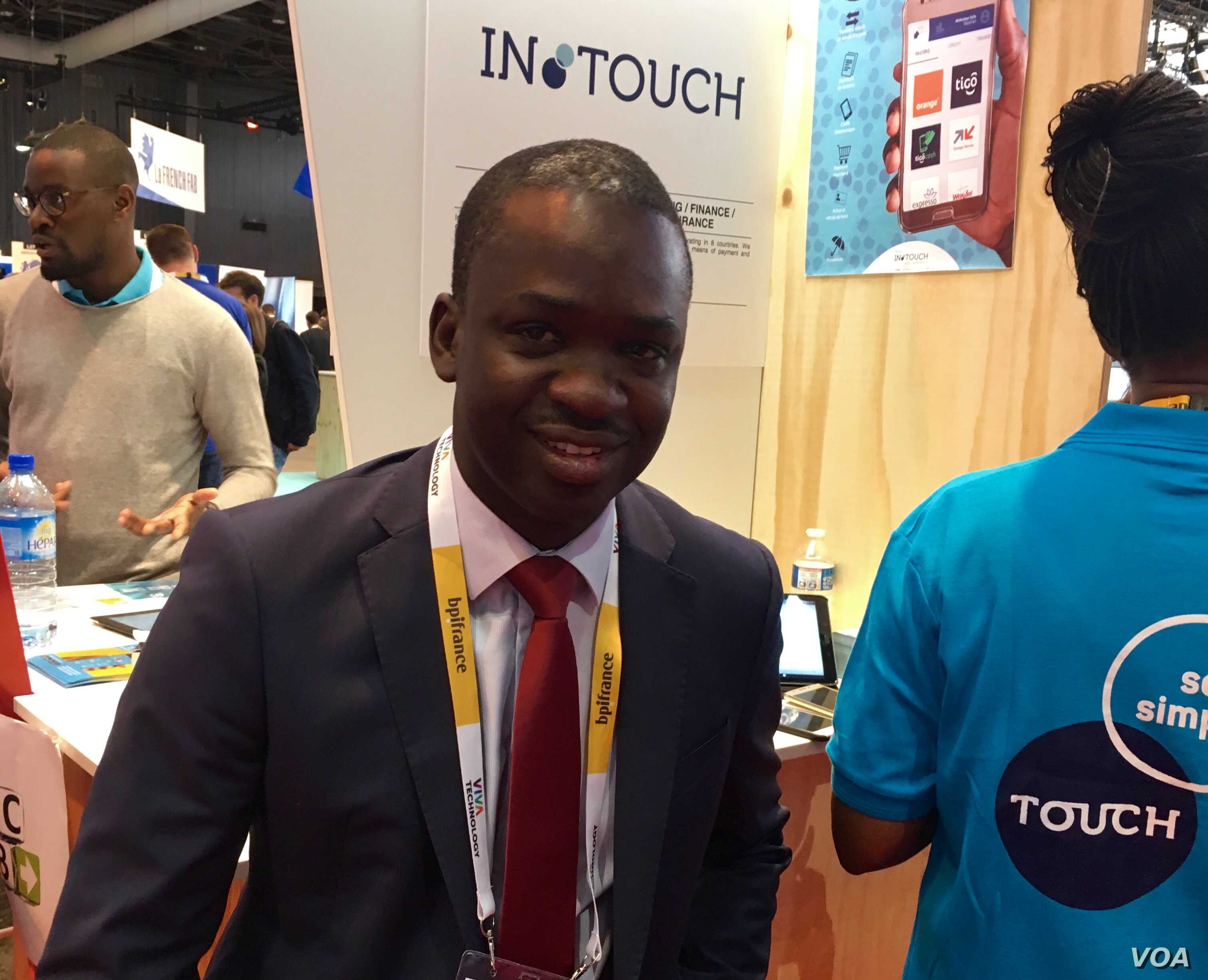 Senegalese entrepreneur Omar Cisse is promoting an app that helps to streamline mobile phone banking. (VOA/ L. Bryant)