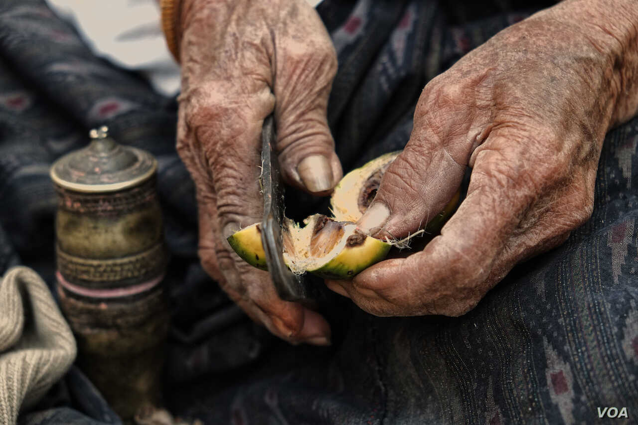 Myanmar's Betel Chewers Swallowing Hard at High Prices | Voice of