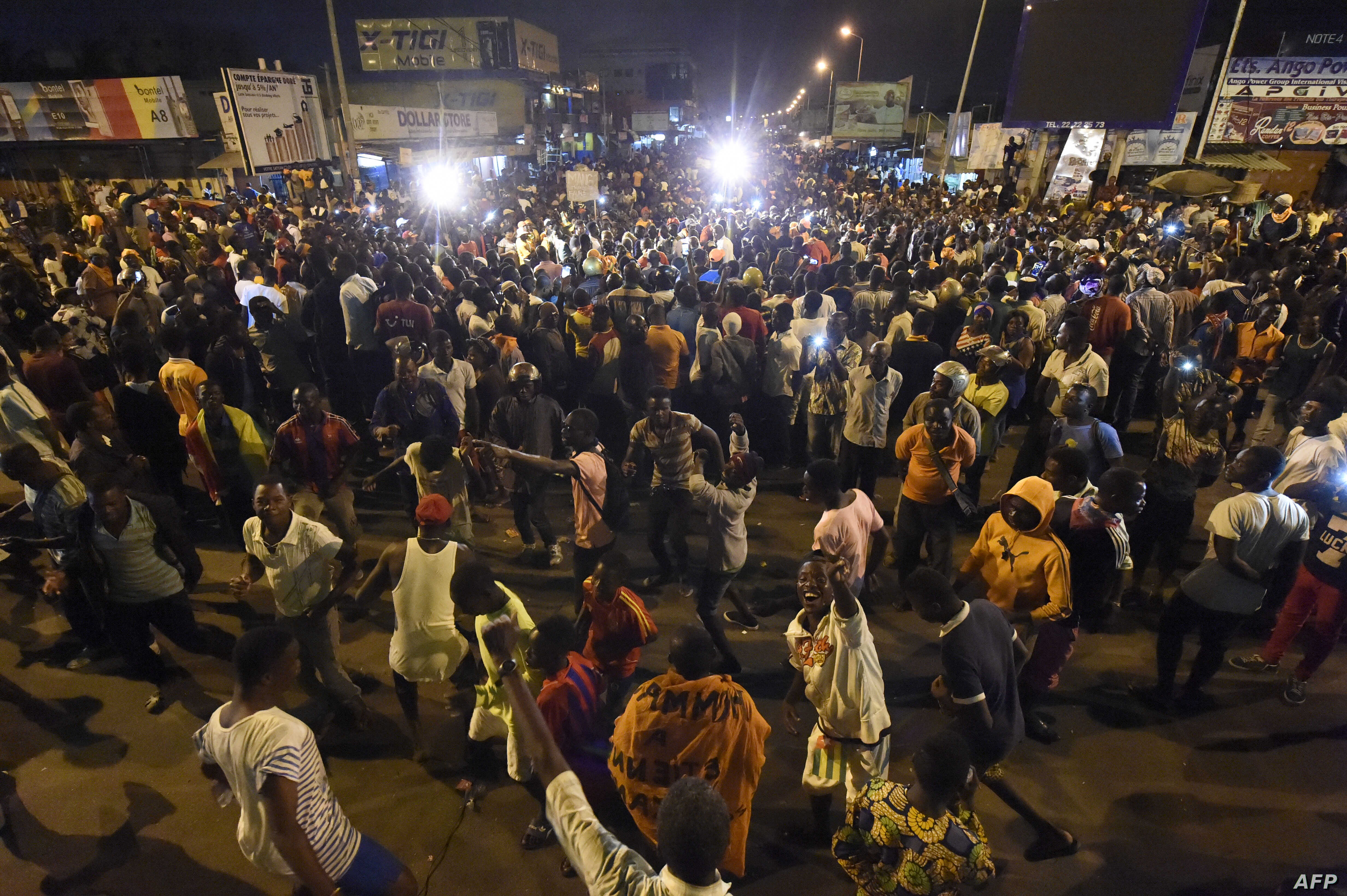Opposition supporters keep an all-night vigil to press for constitutional reform, during anti-government protests led by a coalition of opposition parties in Lome, Togo, Sept. 7, 2017.