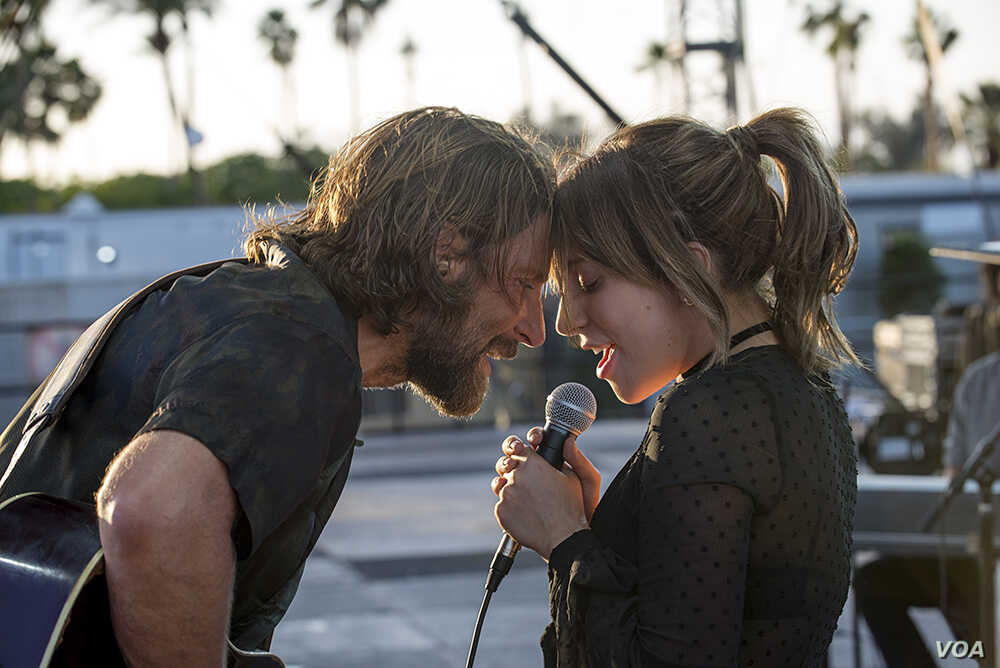 """A scene from """"A Star is Born"""" with Bradley Cooper and Lady Gaga"""