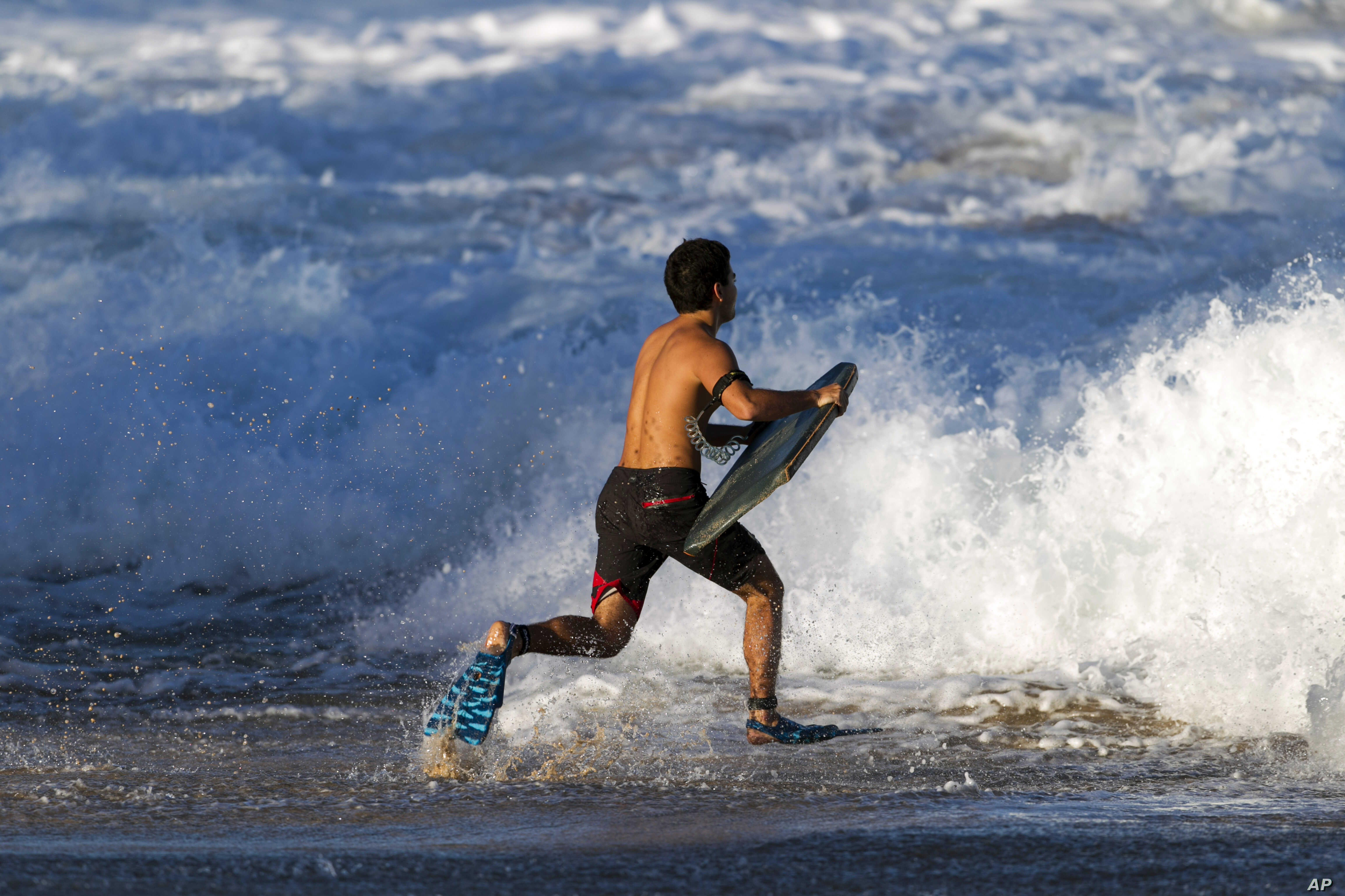 Hawaii's Big Wave Surf Competition Called Off | Voice of America