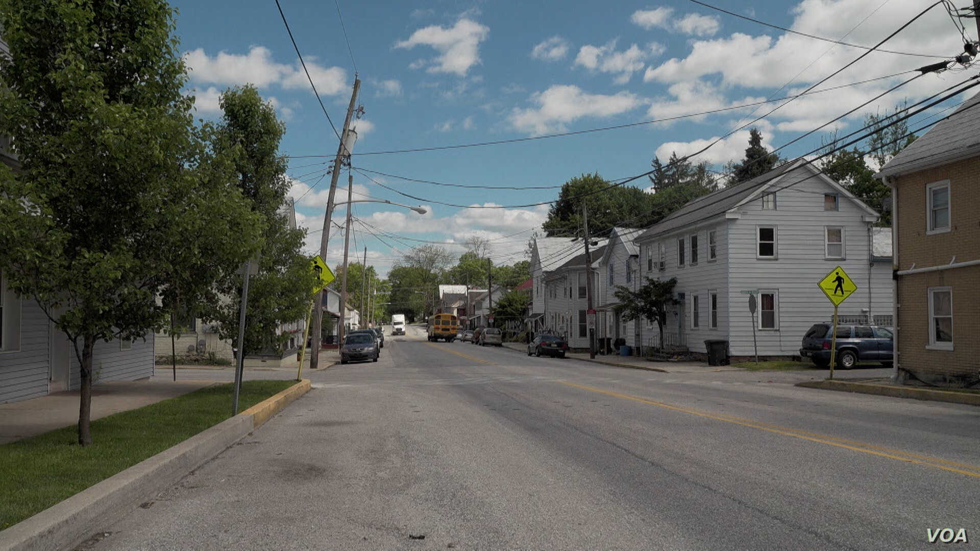 Main Street in York Springs, PA, is often empty of pedestrians in a climate of deportation fear. (M. Kornely/VOA)